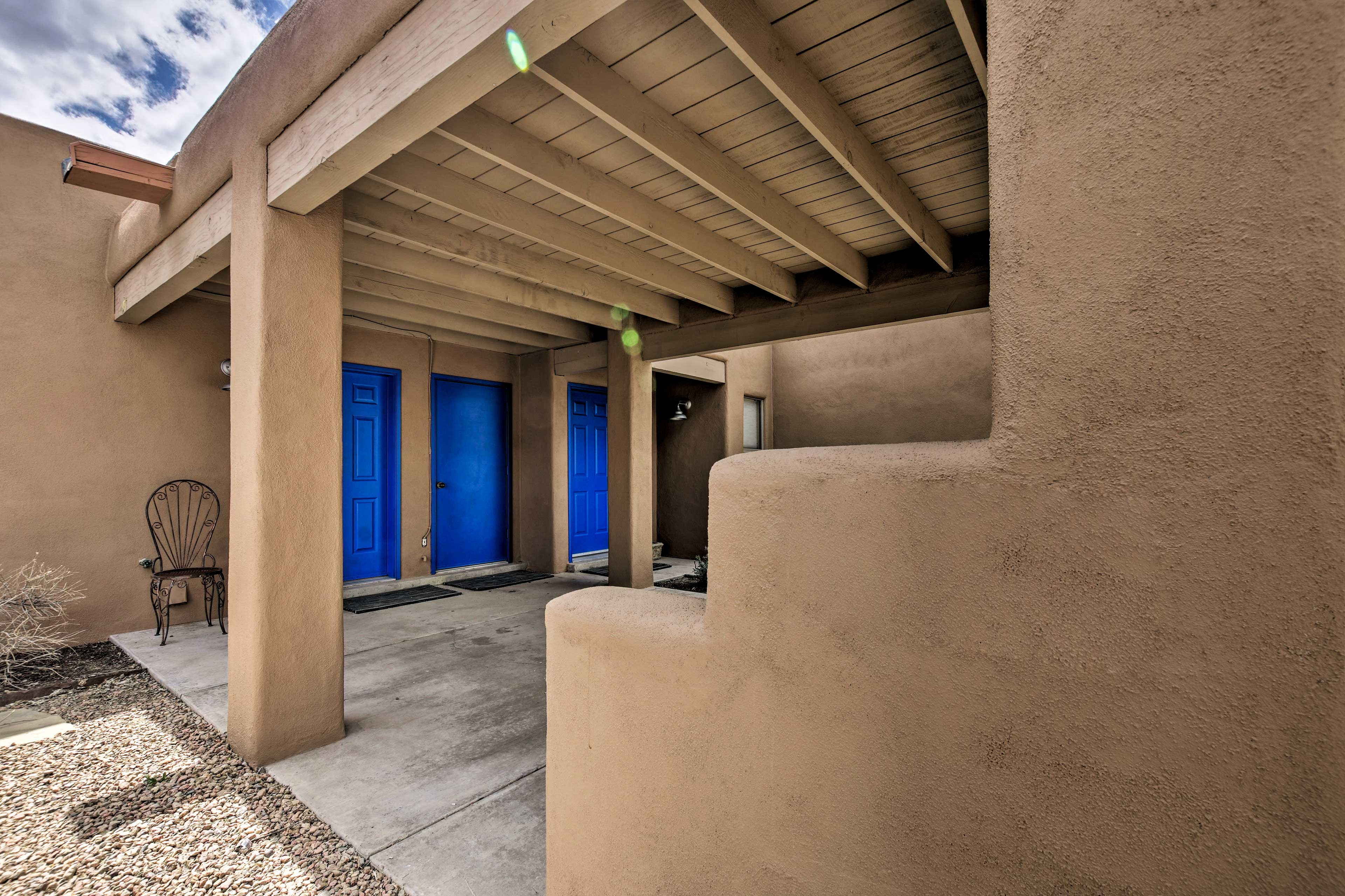 Welcome to your Santa Fe home-away-from-home.