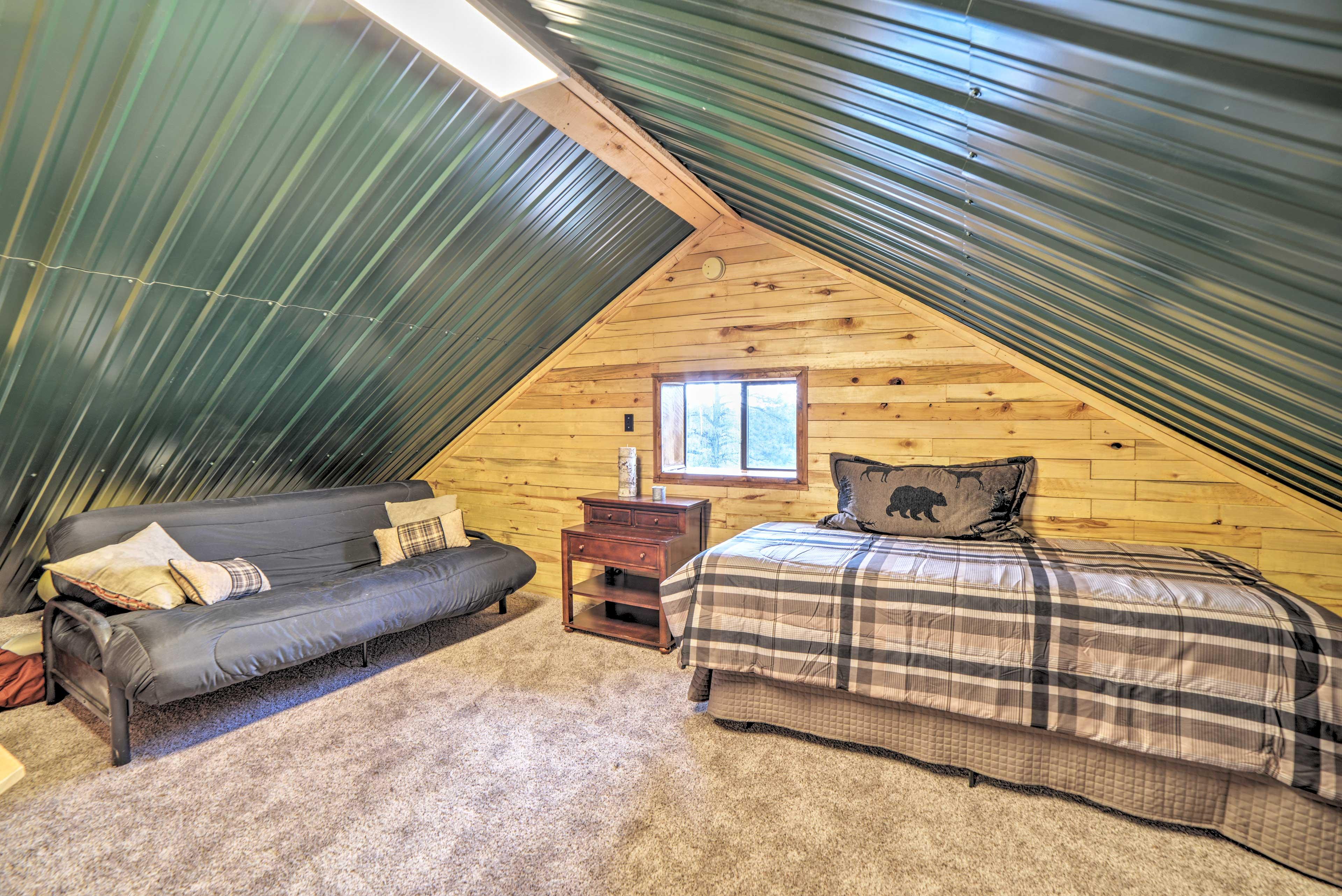 Loft | XL Twin Bed | Full Futon