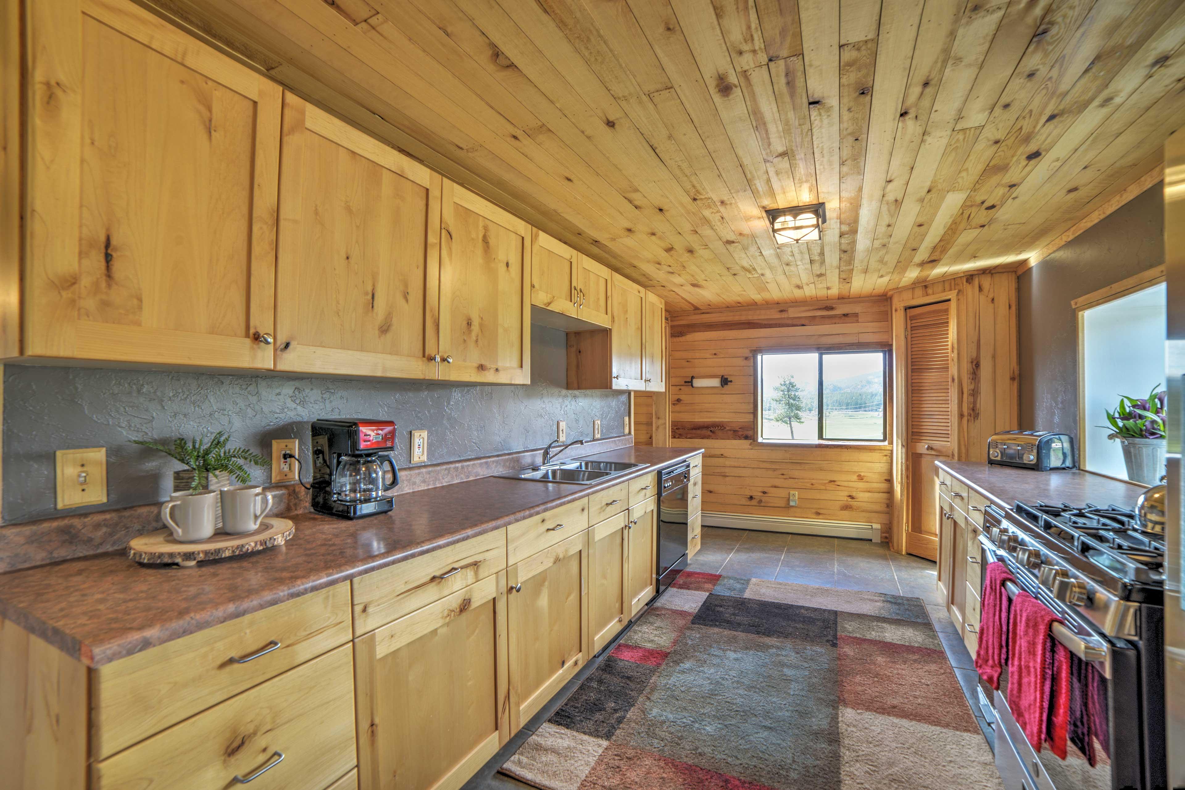 Full Kitchen | Mountain Views | Toaster