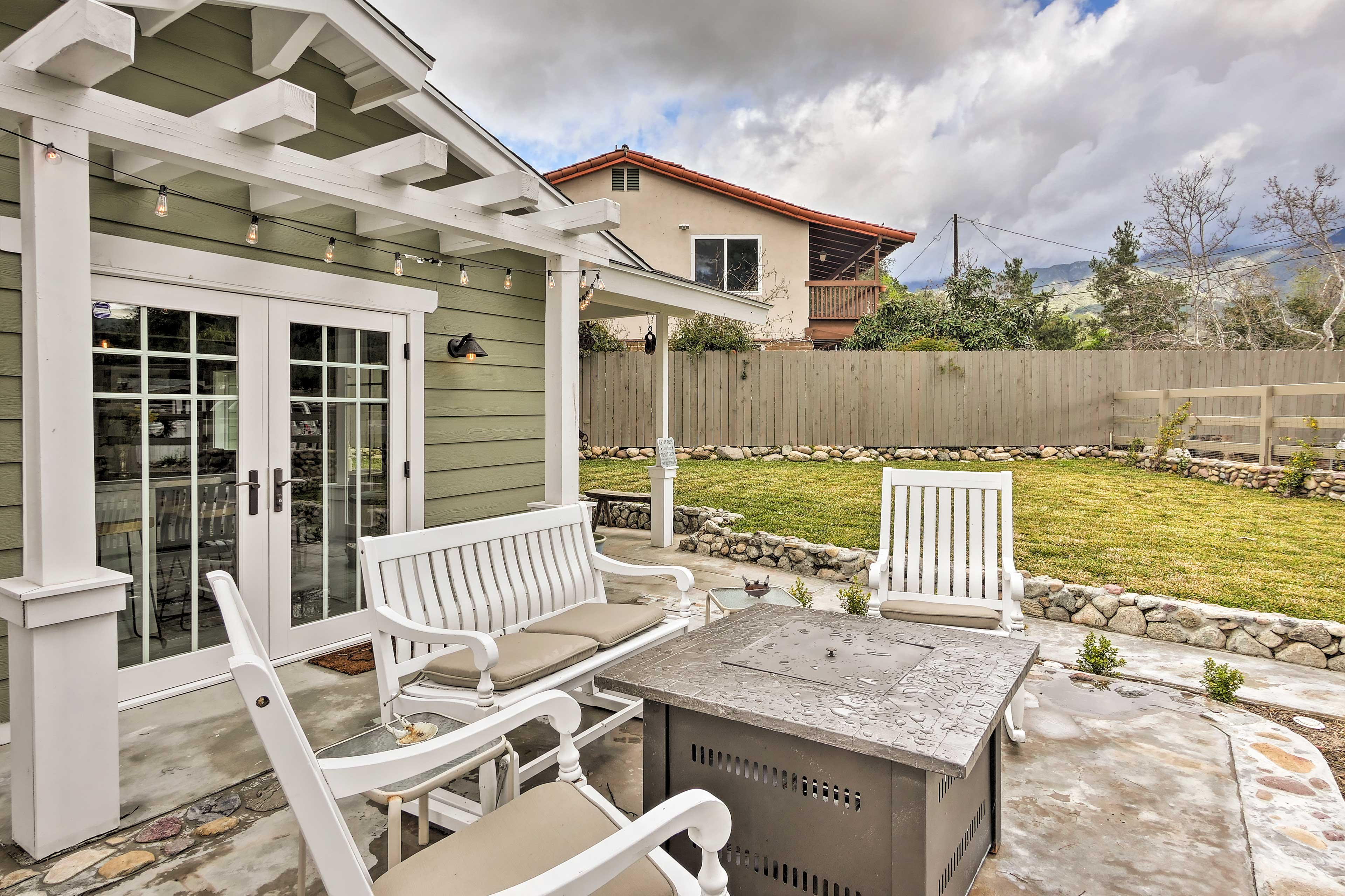 Book a romantic or adventure getaway for 2 at this charming cottage!