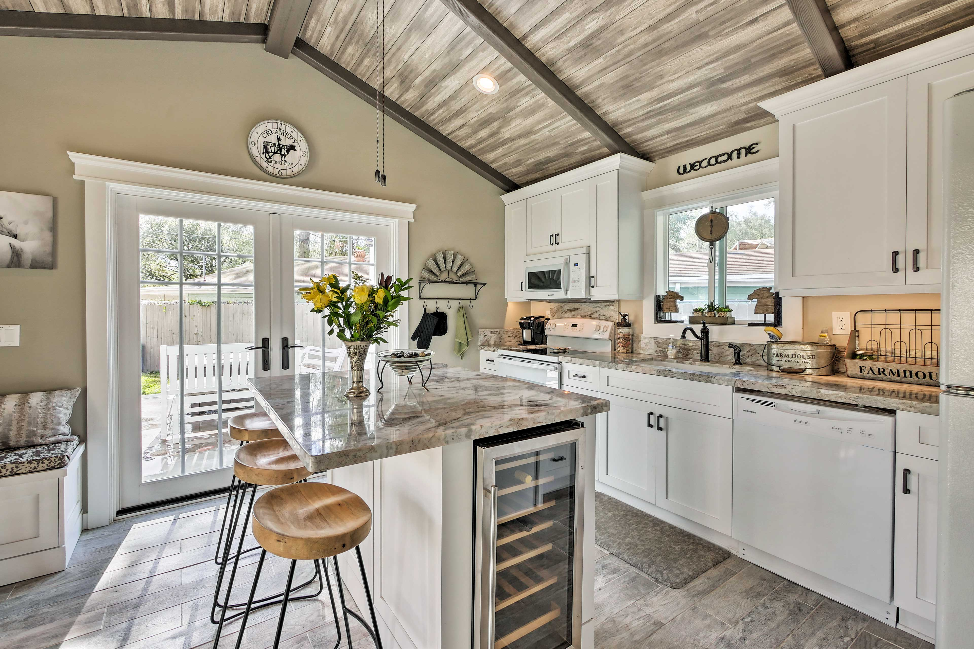 Bright, modern and charming, the kitchen is fully equipped!