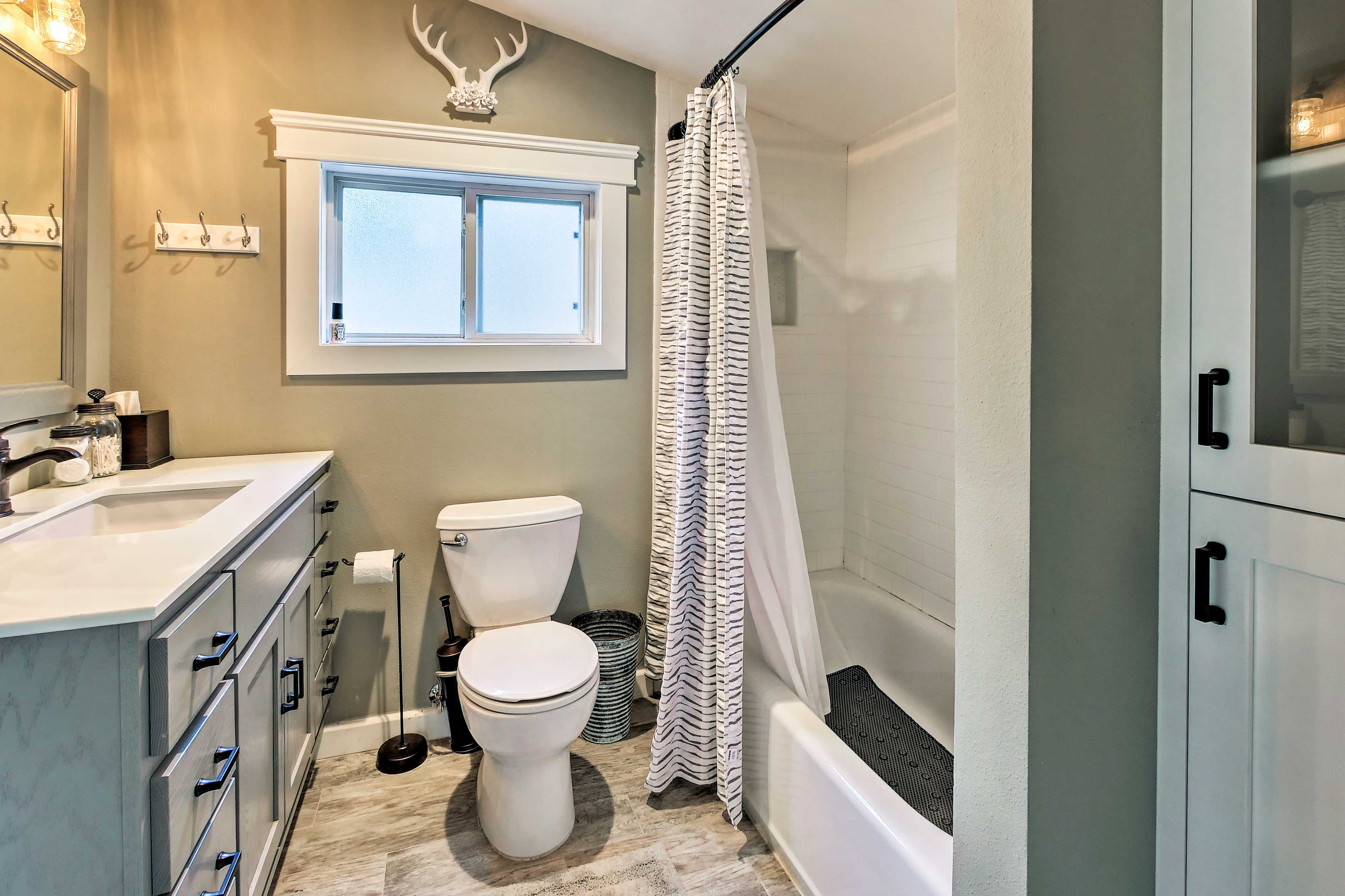 The chic style continues in the full bathroom.