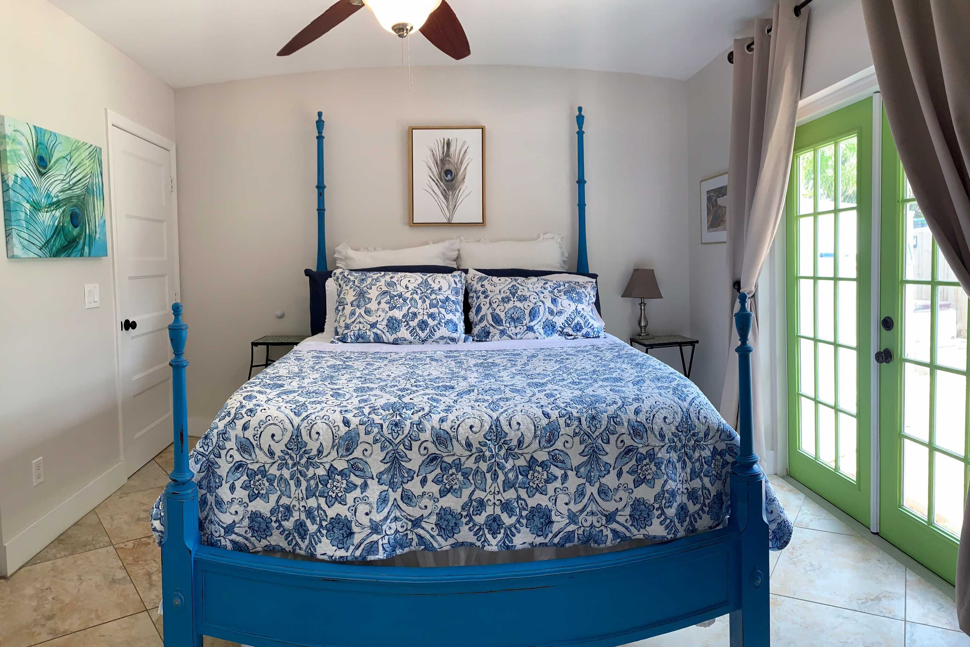 Master Bedroom | Queen Bed | Linens Provided