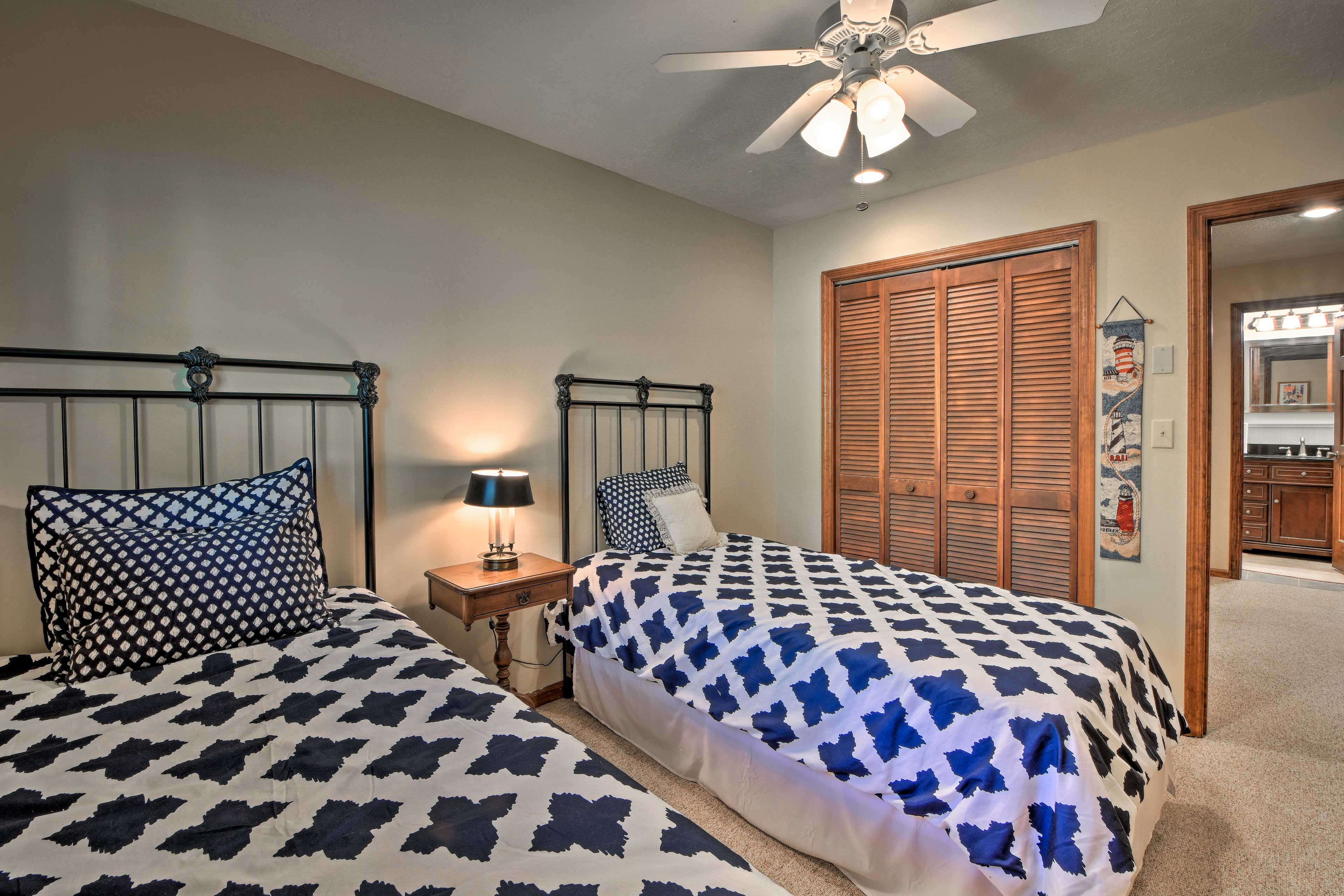 A closet and ceiling fan are additional bedroom highlights.