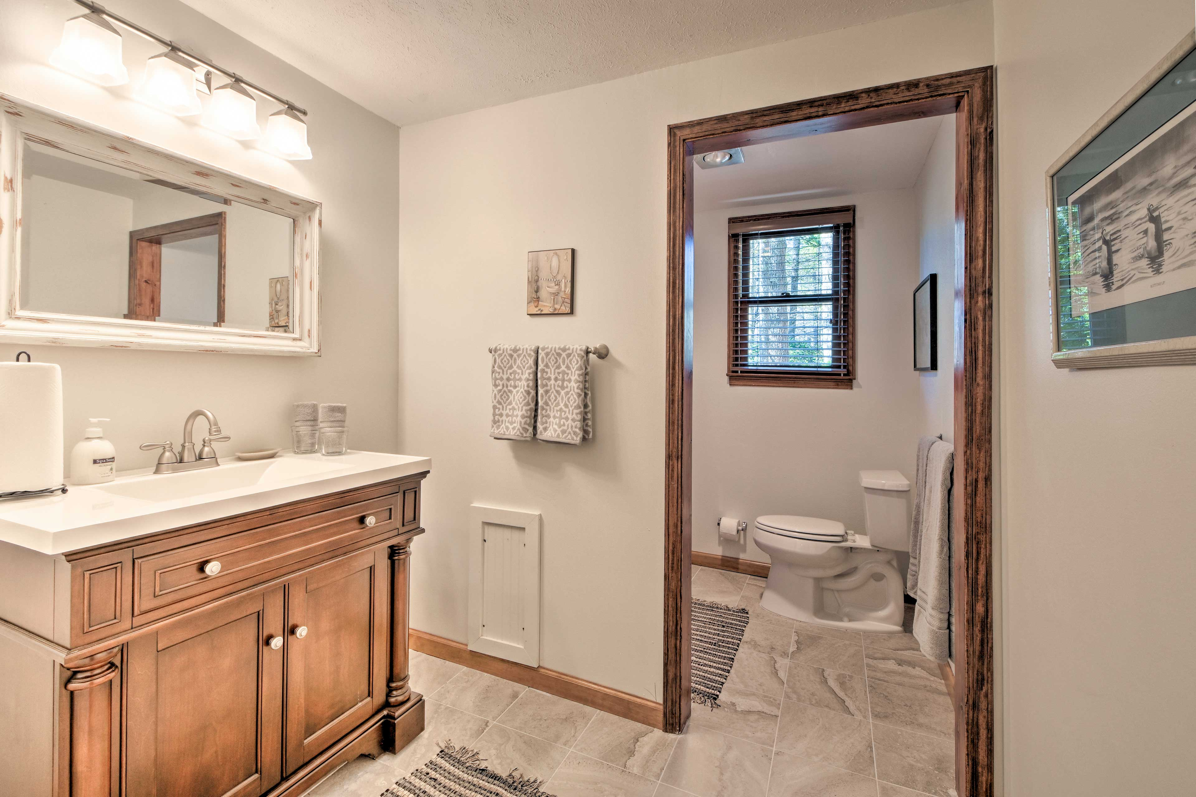 A full bathroom is located downstairs.