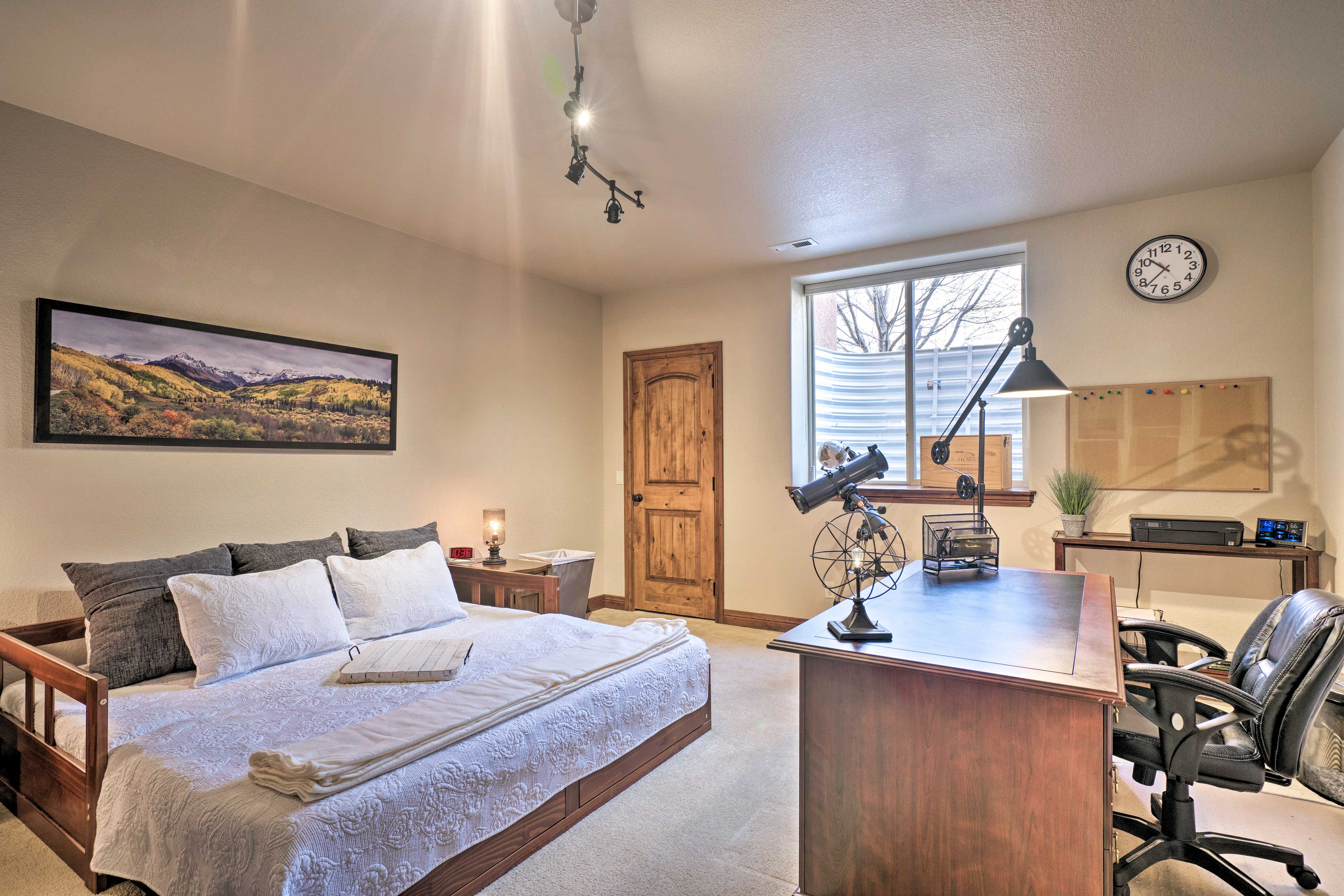 The 4th bedroom includes 2 twin beds that can convert into 1 king-sized bed.