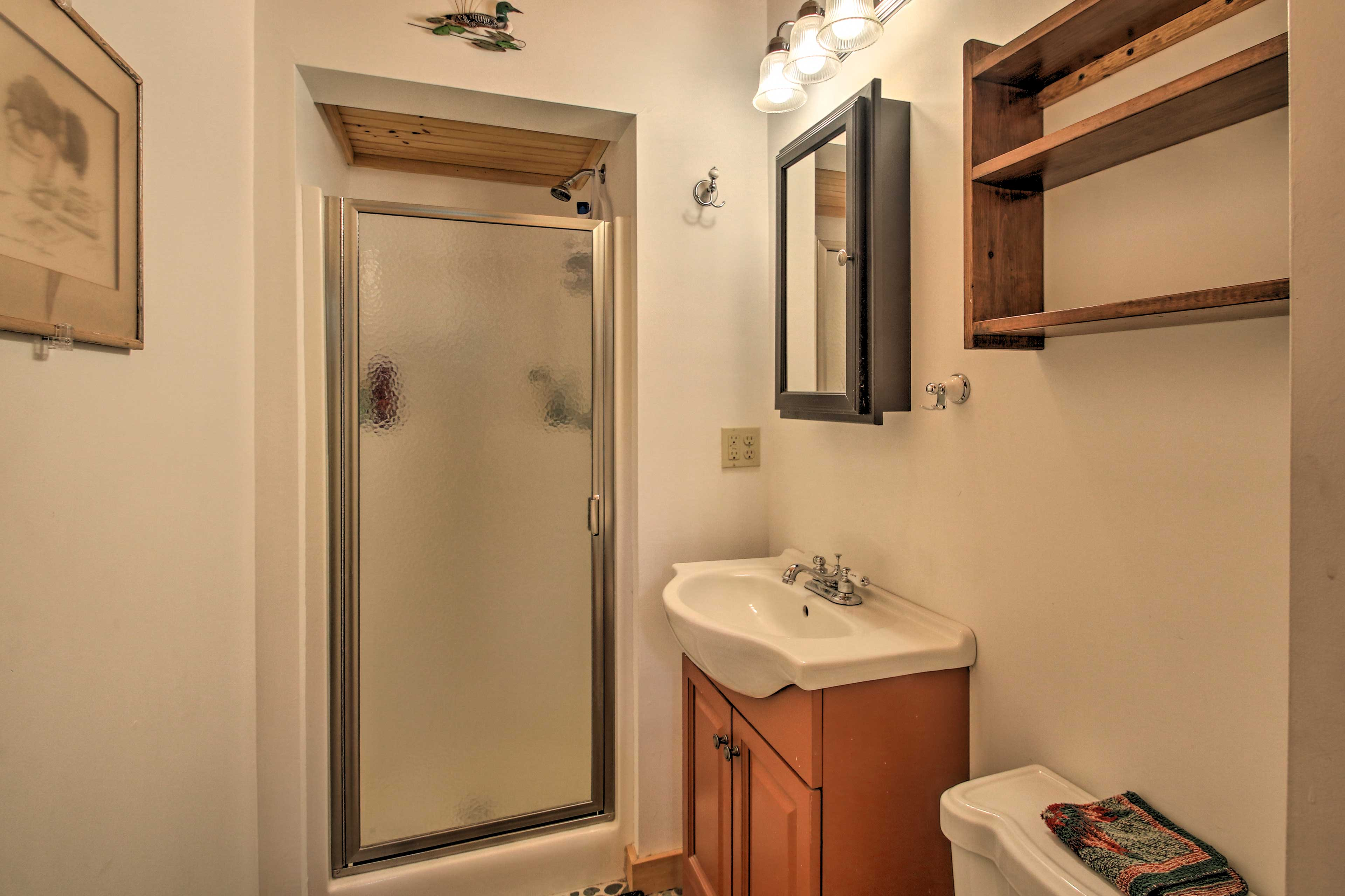Wake up with a refreshing shower in this full bathroom!