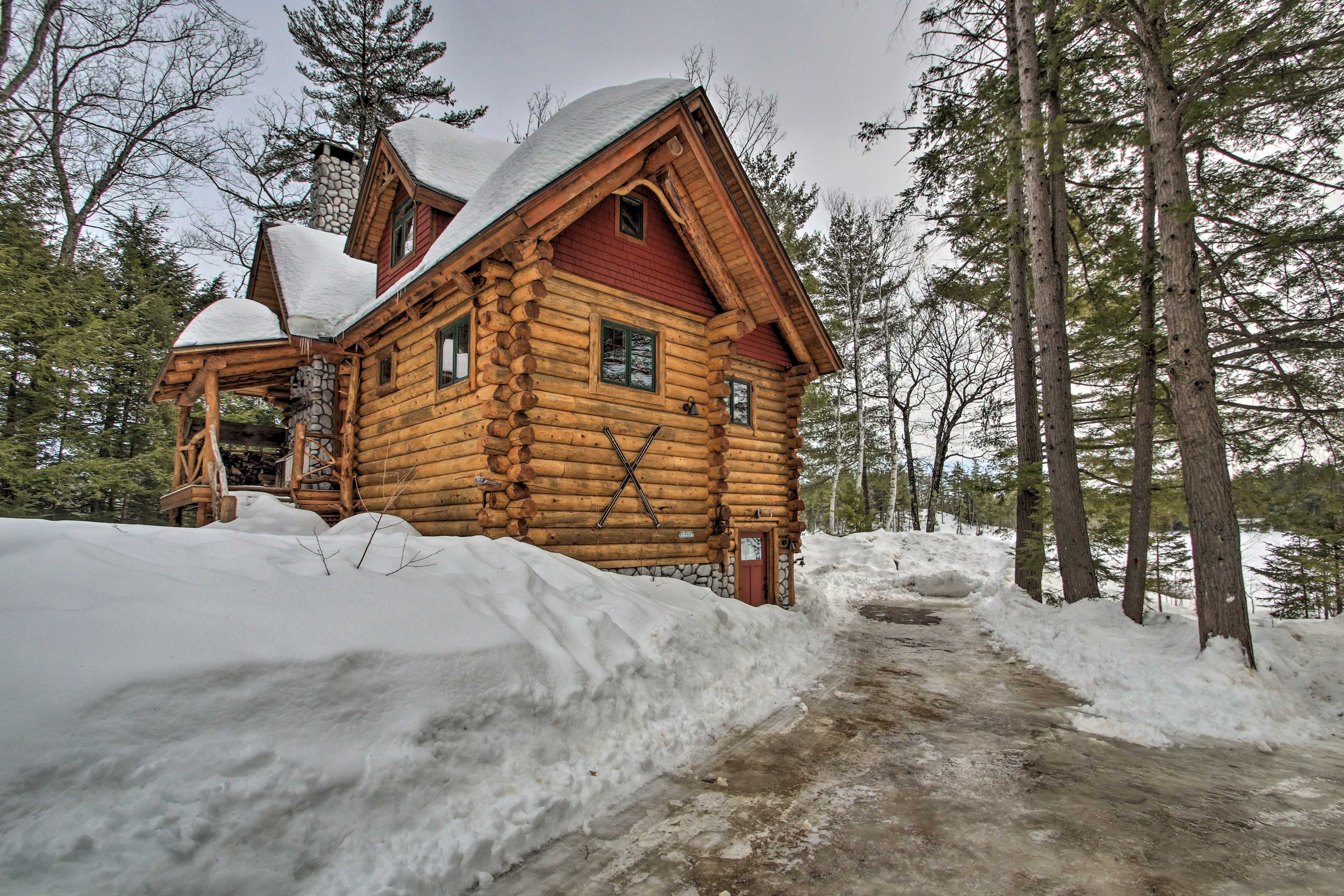 Come on! This true log cabin is awaiting your arrival.