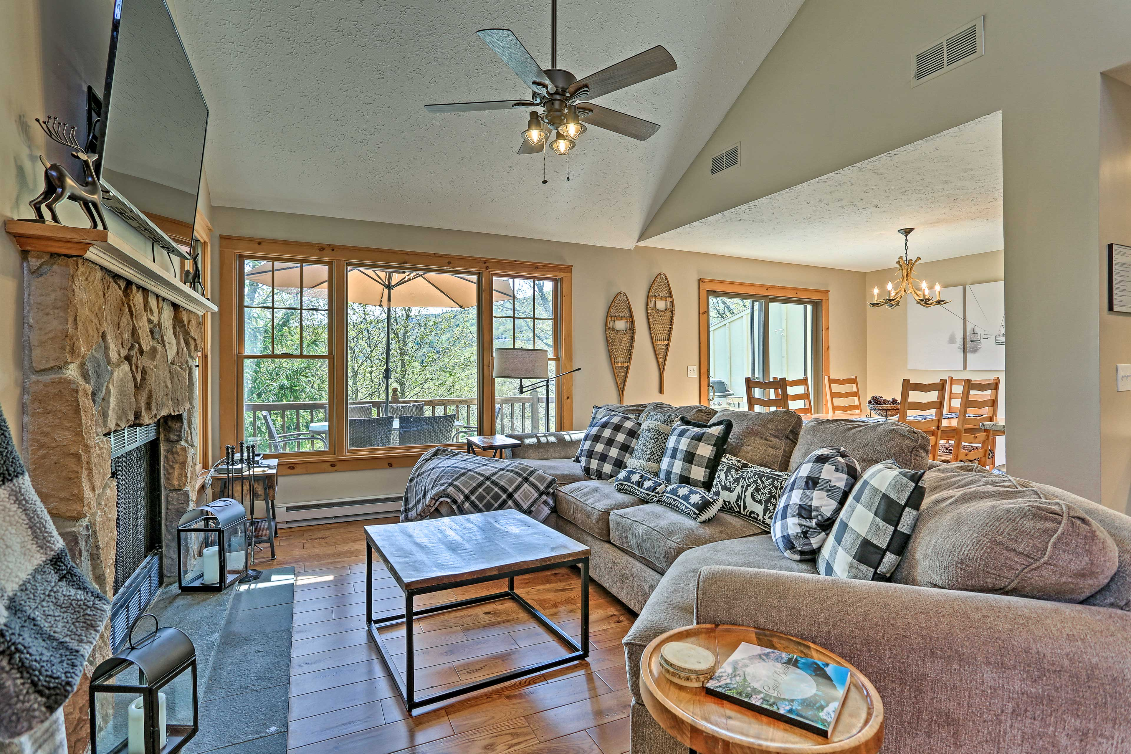 Tannersville Vacation Rental   4BR   3BA   2,100 Sq Ft   Stairs Required