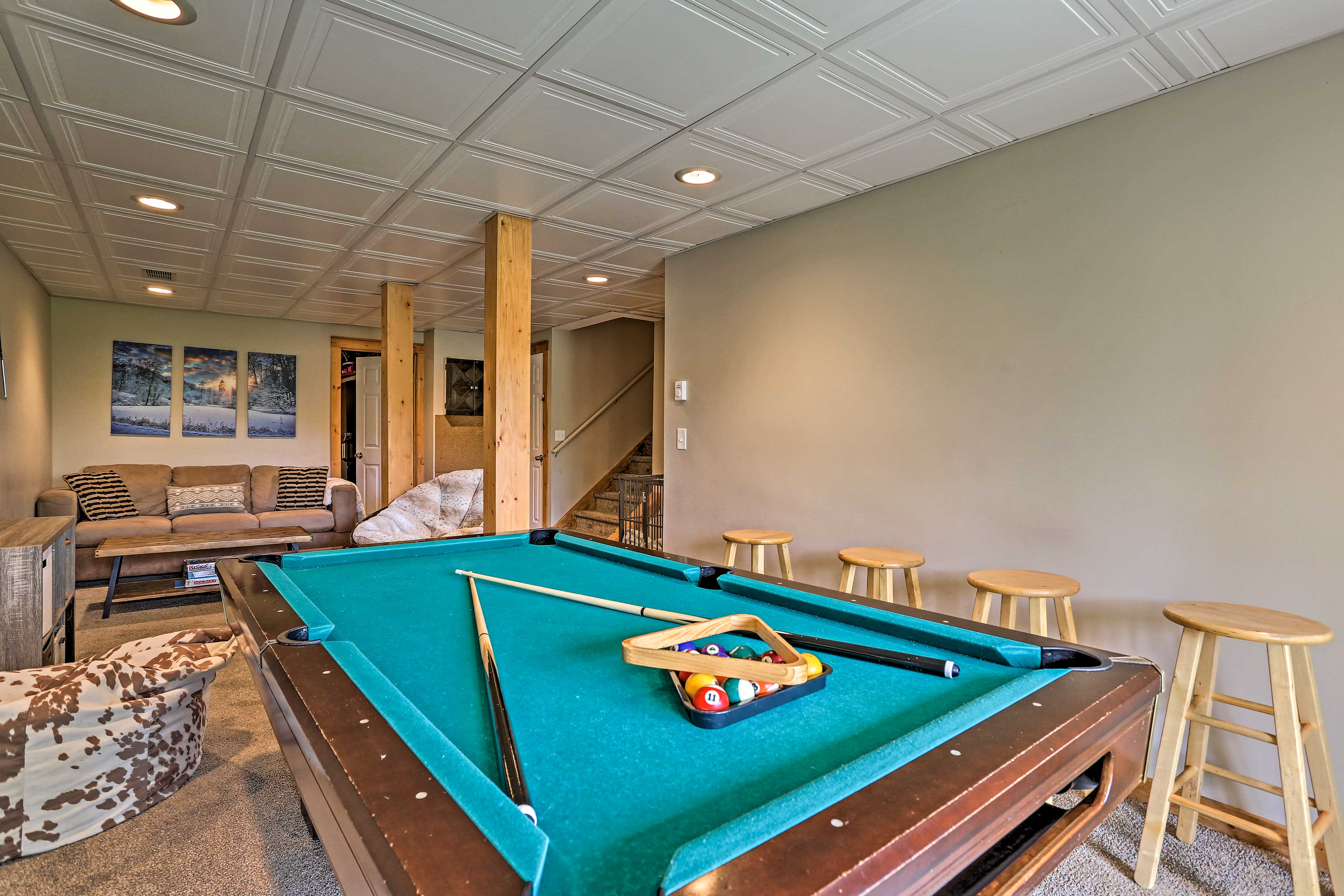 Game Room   Pool Table   Cable TV