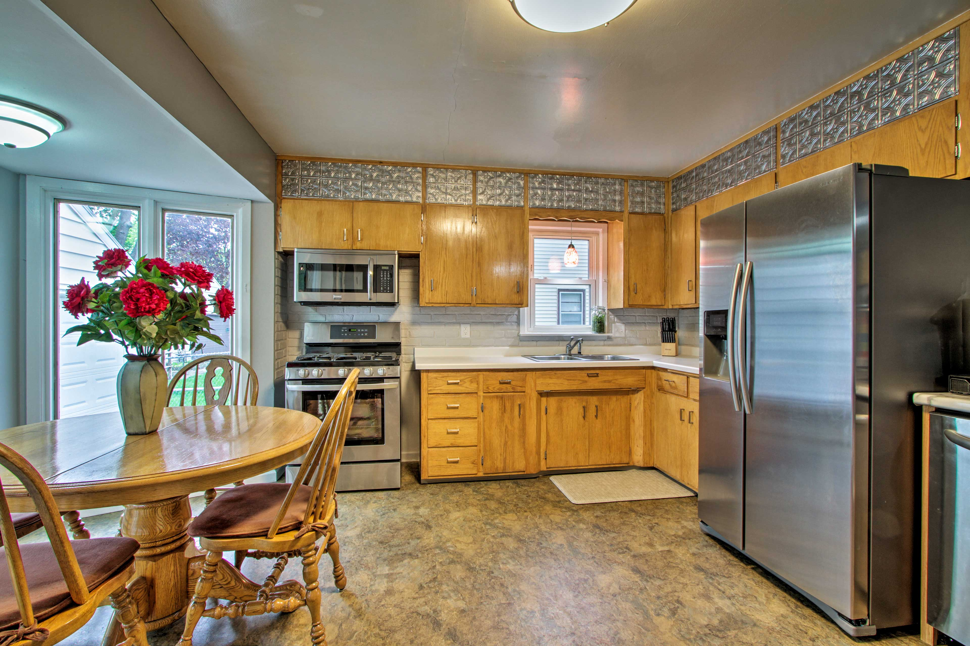 The fully equipped kitchen offers all the essentials.