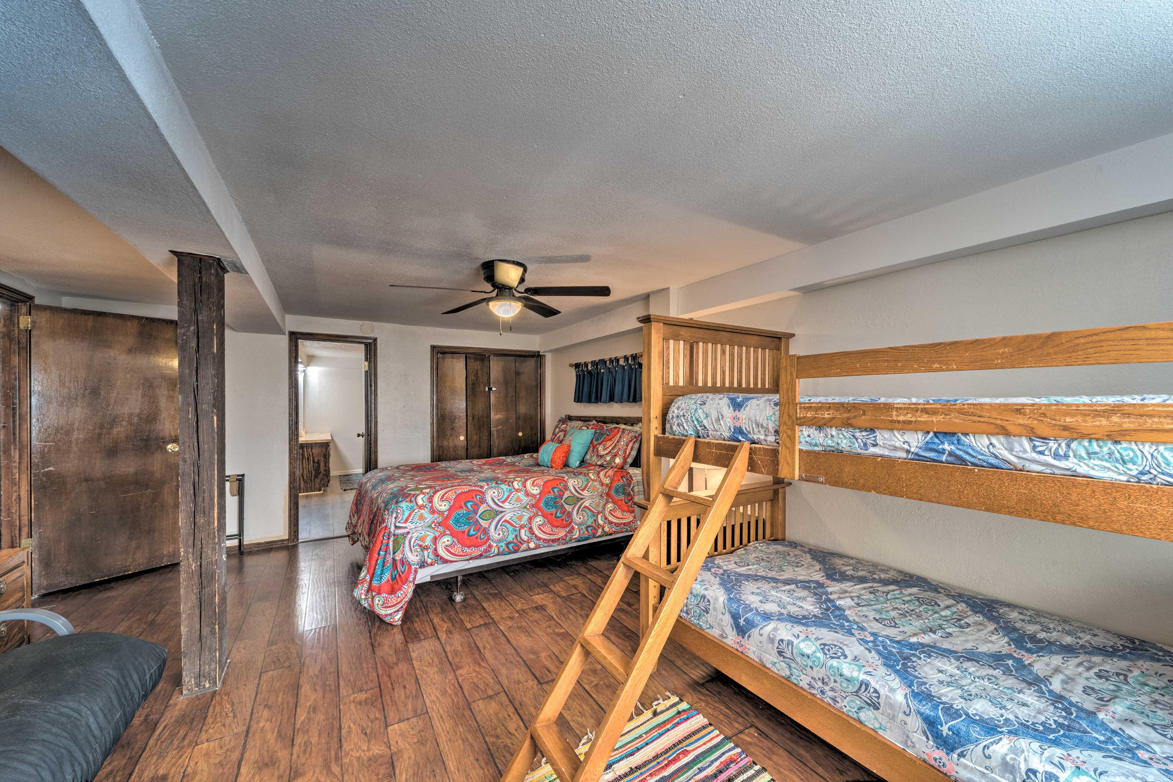 Bedroom 6 | Twin Bunk Bed | Queen Bed