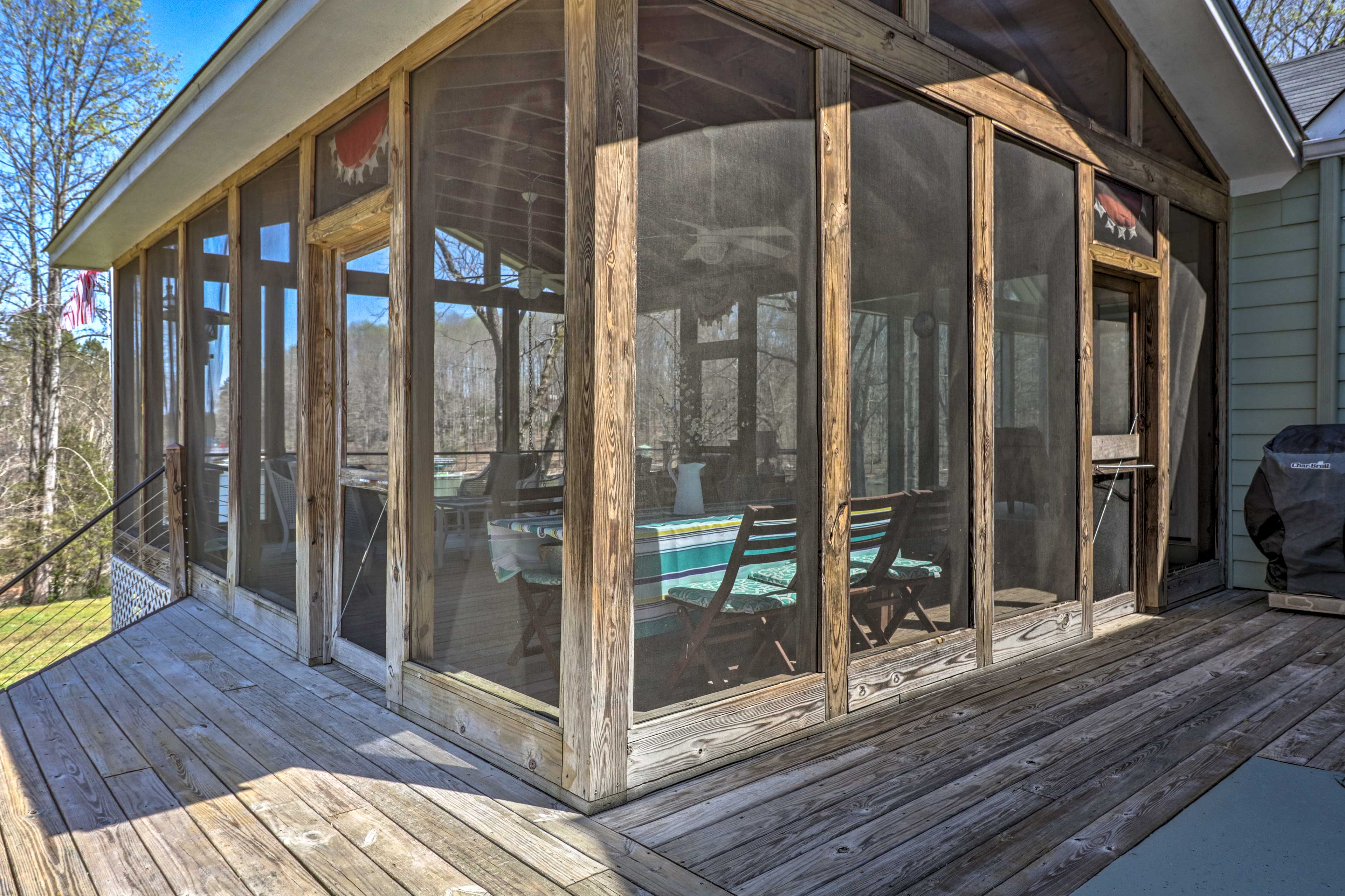 The home features a separate screened-in deck.