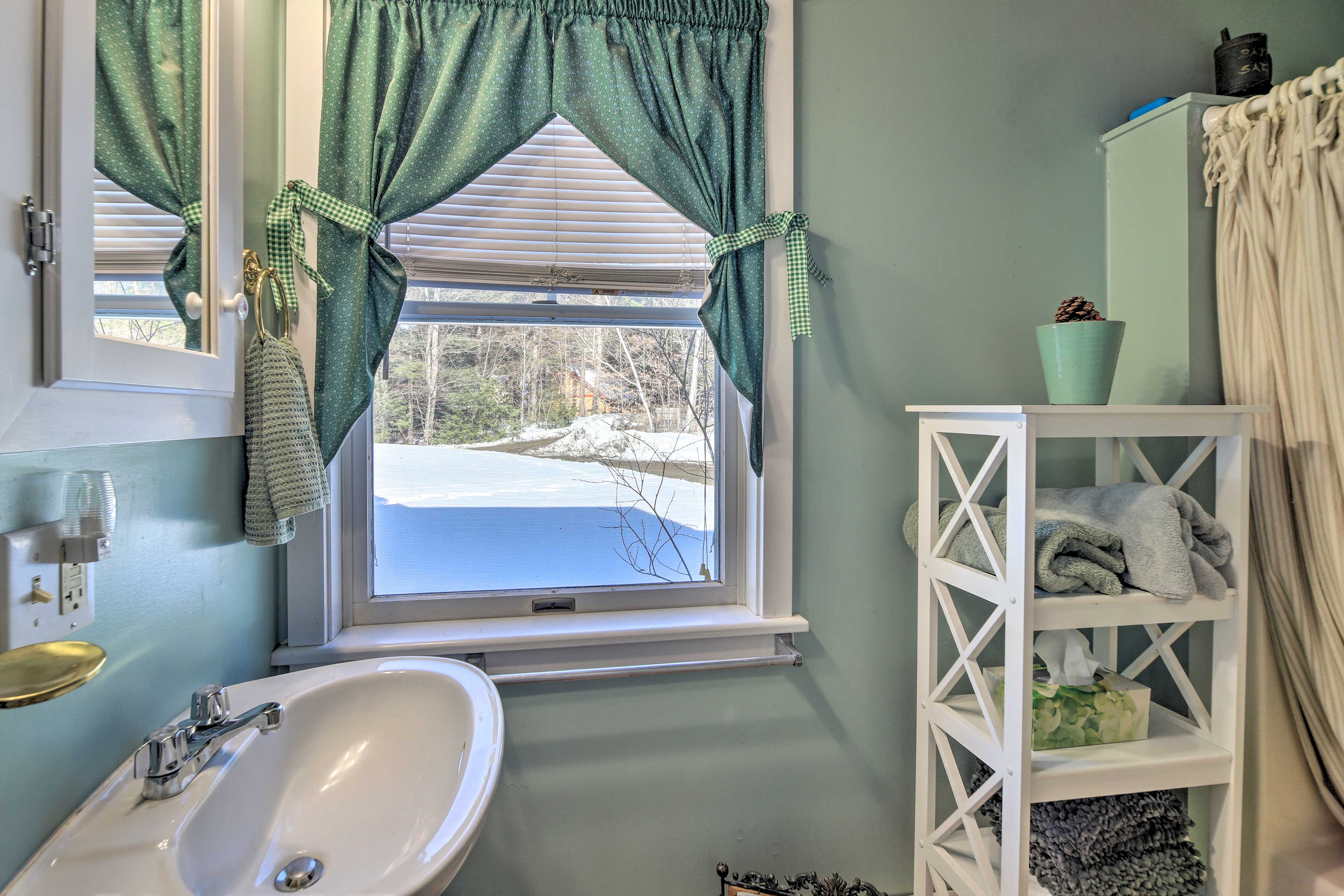 The full bathroom on the main floor features a shower/tub combo.