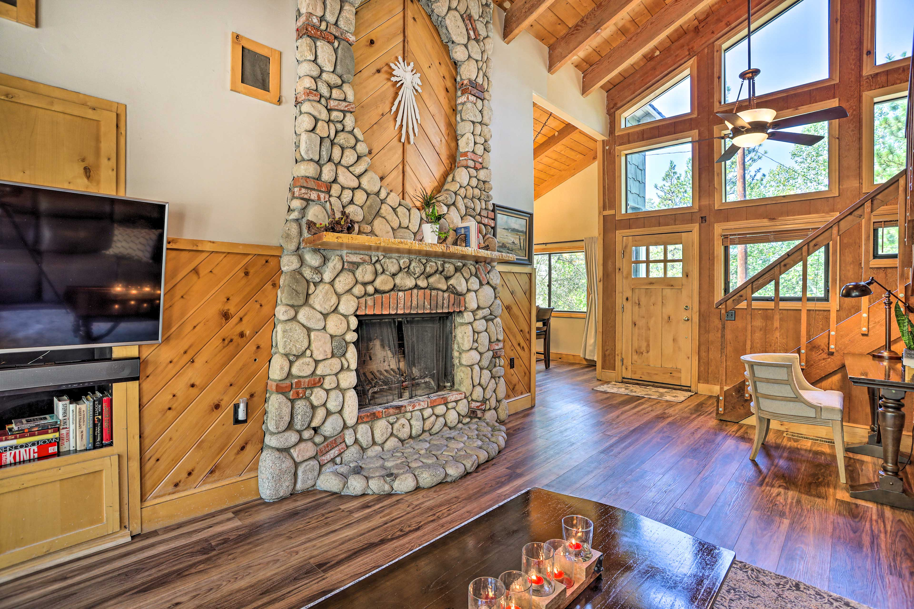 Main Living Area | Fire Place | Smart TV