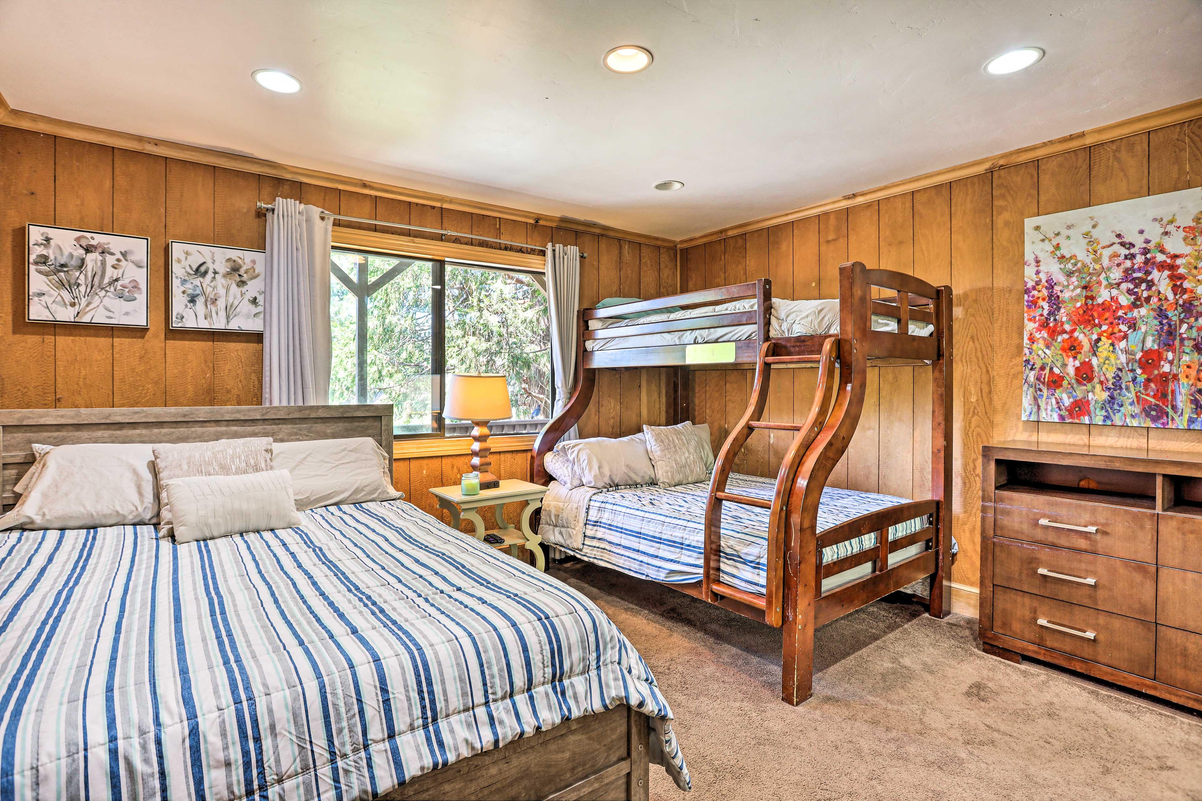 Bedroom 3 | Queen Bed | Twin/Full Bunk Bed