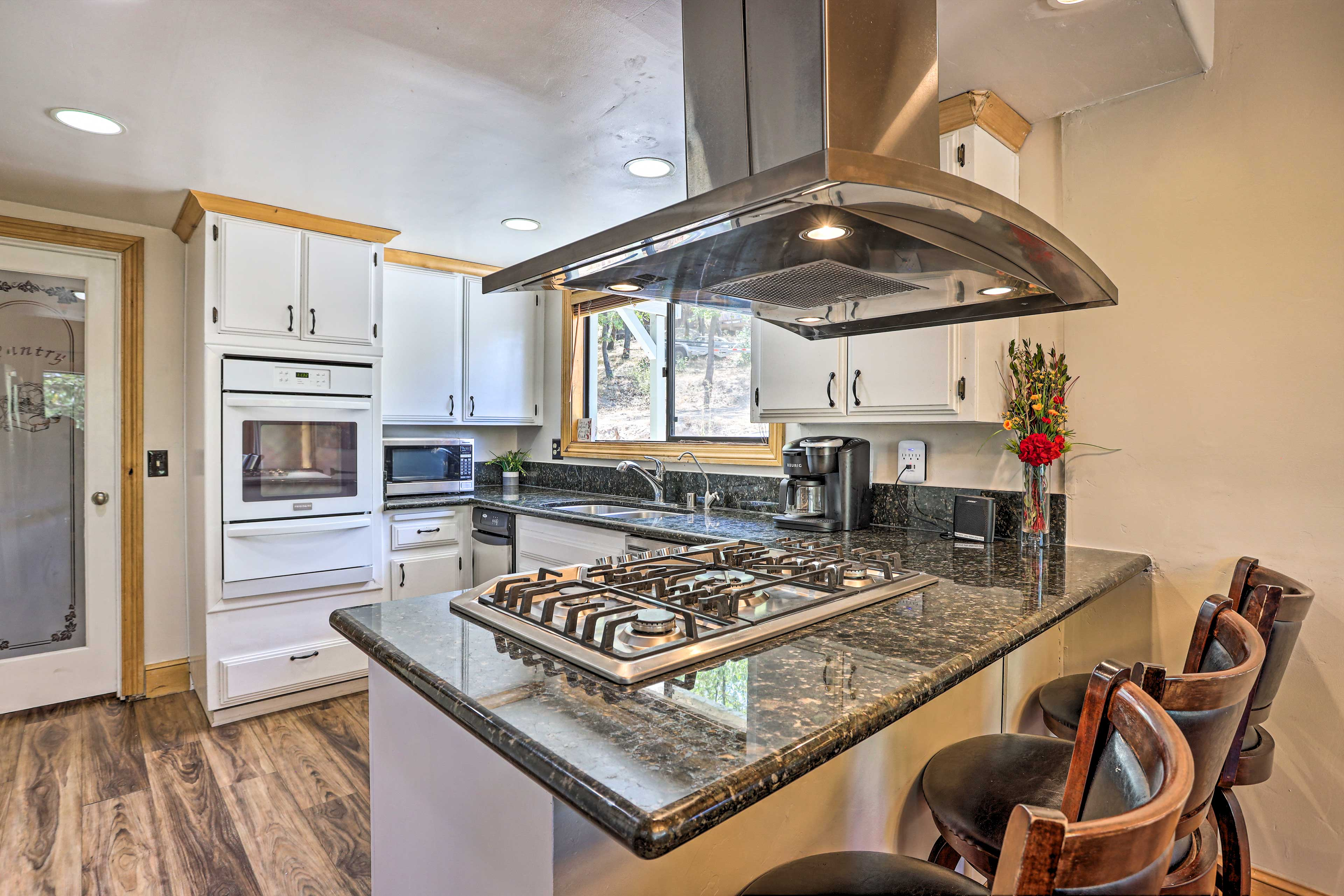 Fully Equipped Kitchen | Gas Range Stove | Crock Pot | Cooking Basics | Spices