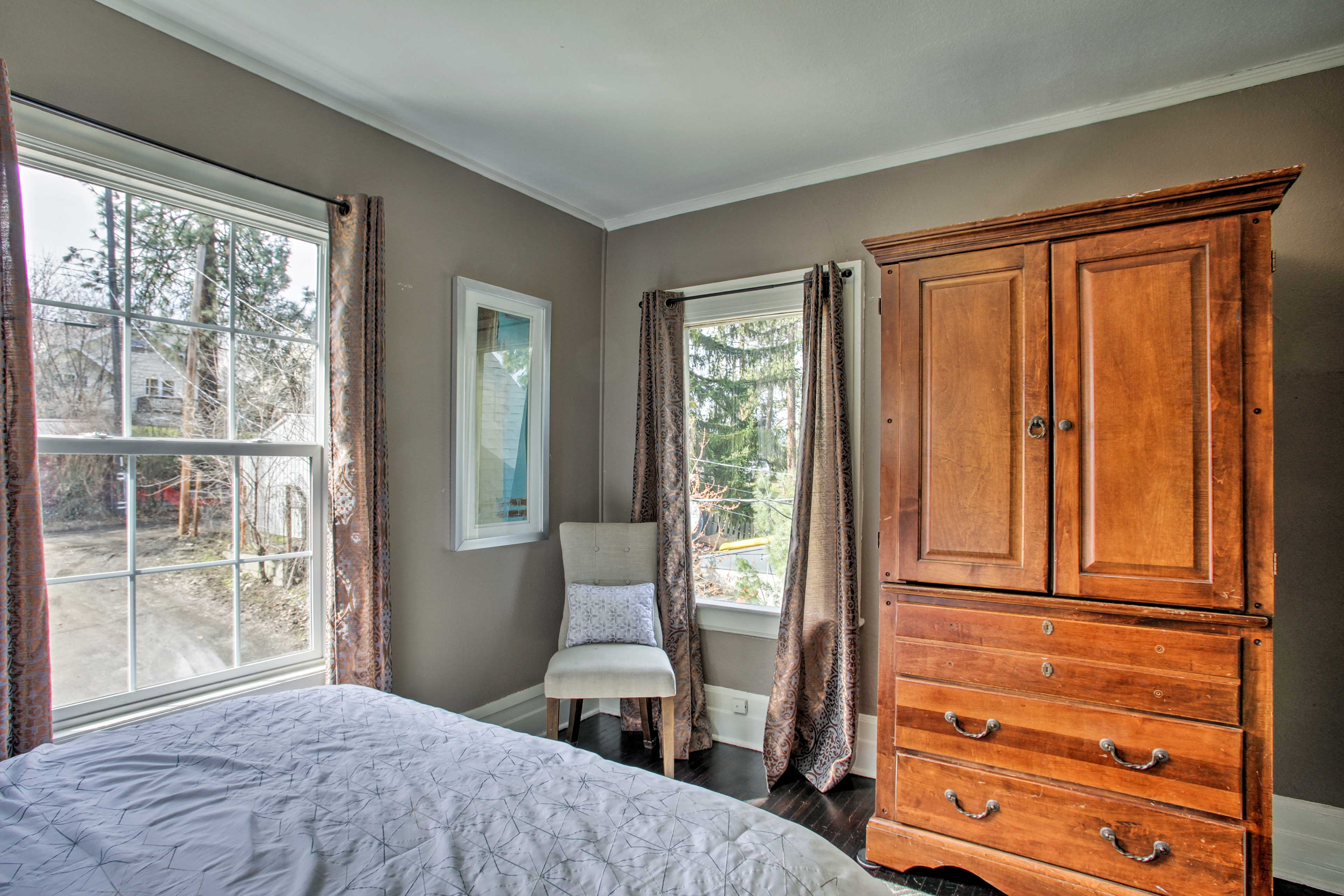 This room is outfitted with a queen-sized bed.