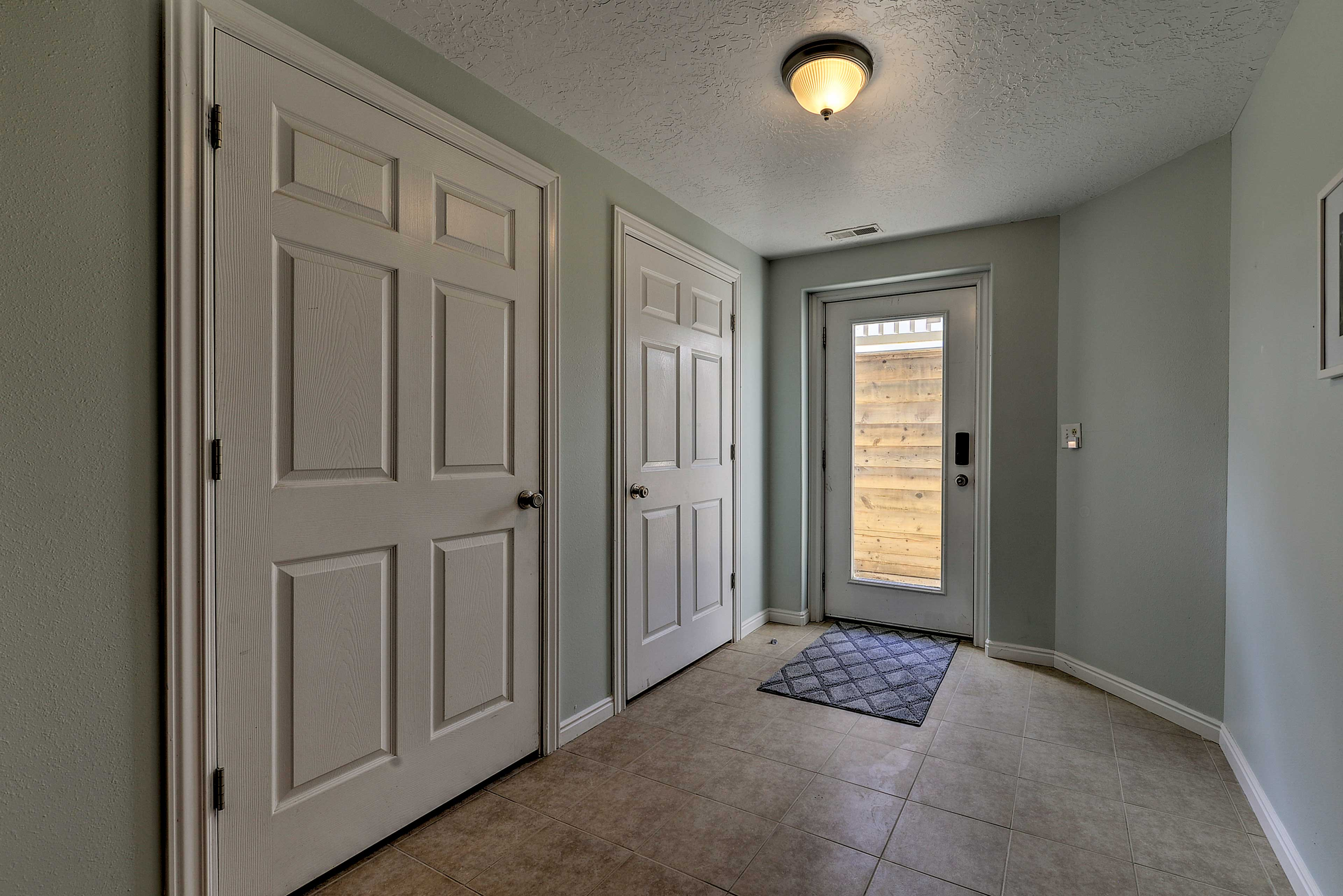 This unit is equipped with keyless entry as well.