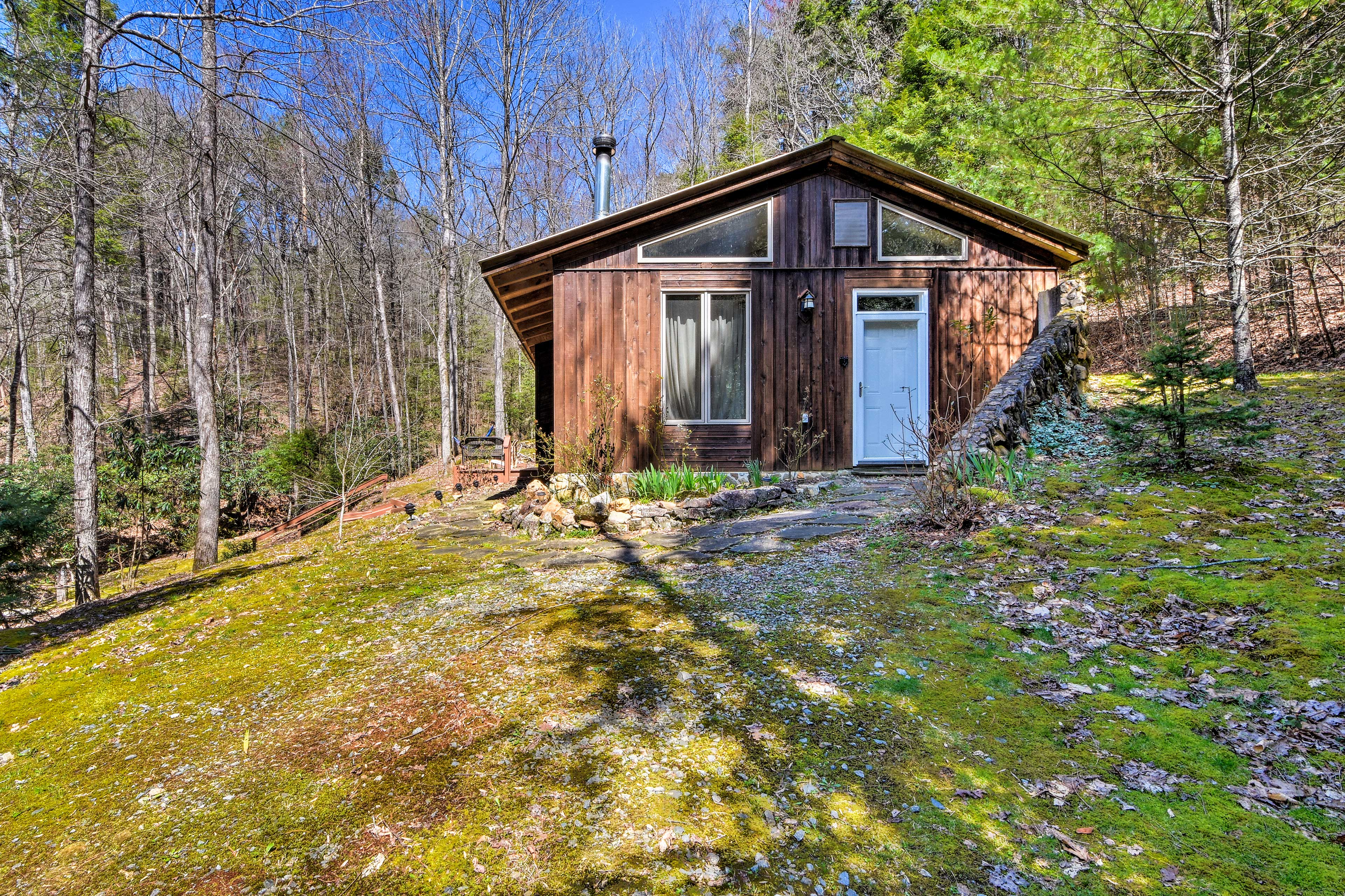 Book now to reserve your cozy and secluded getaway in the woods!