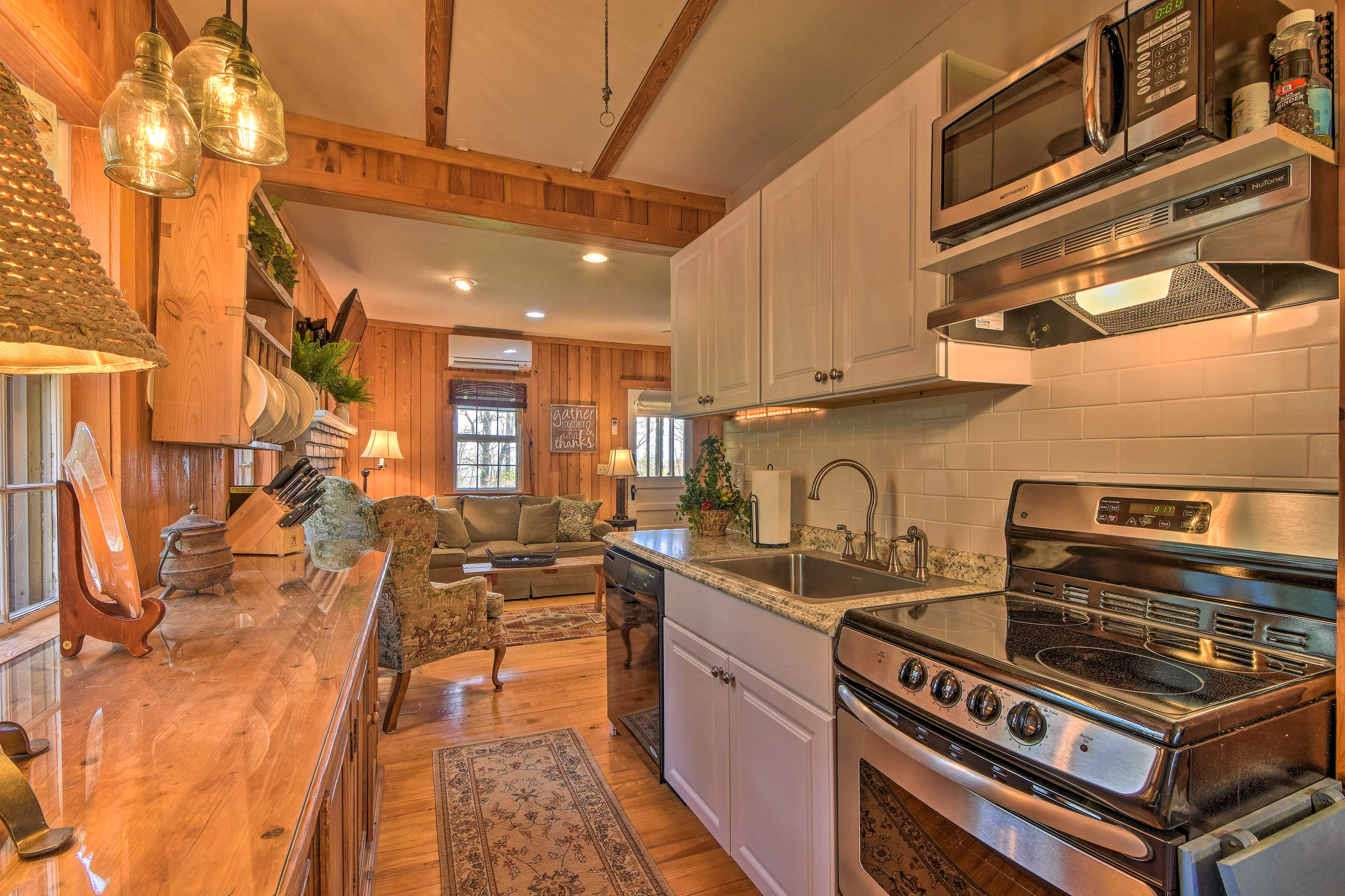 Cook tasty meals for the whole group in the fully equipped kitchen.