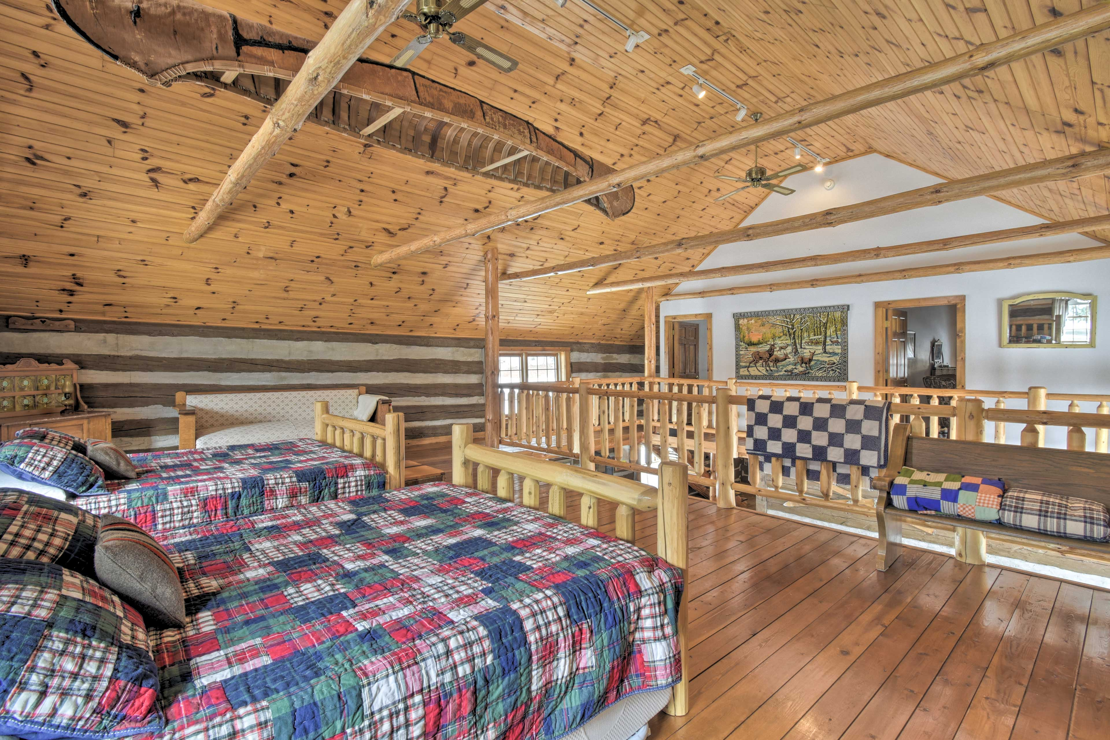Loft: 2 queen beds w/ twin trundle beds