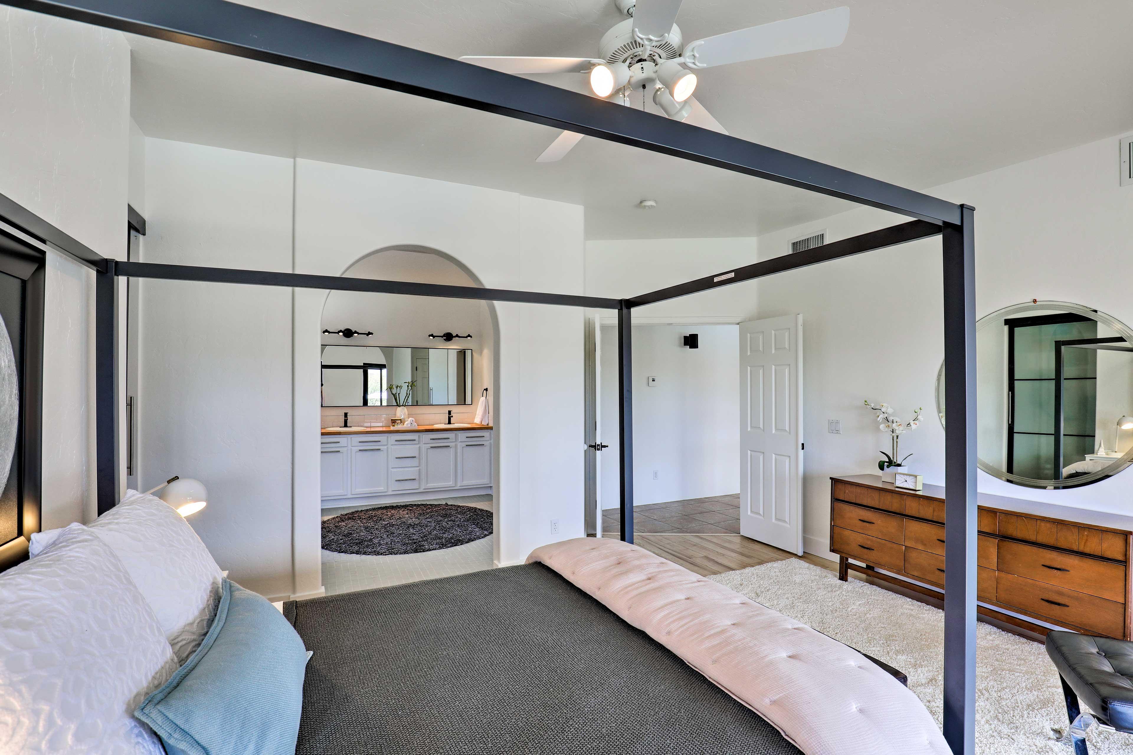 This master bedroom offers an en-suite bathroom.