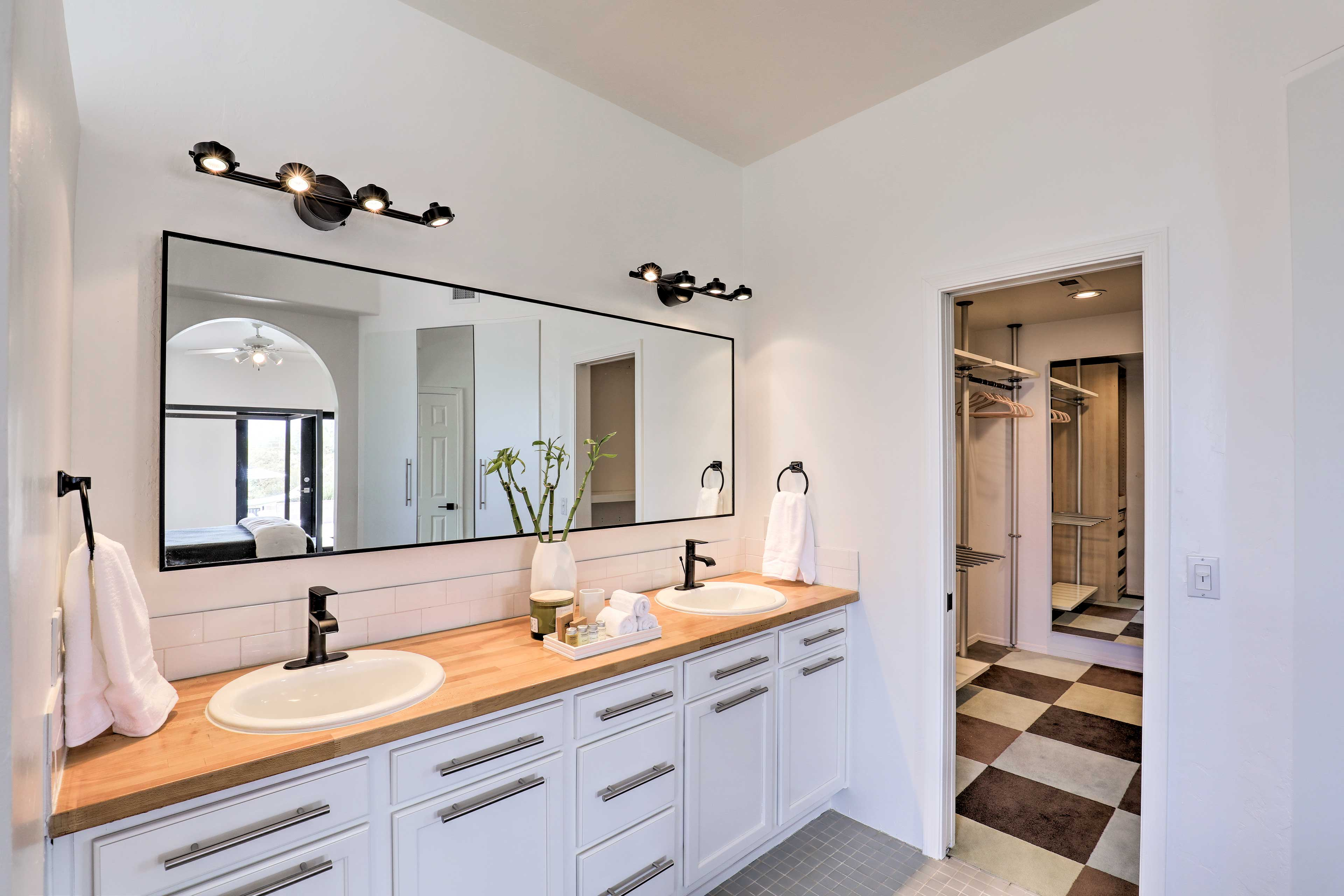 The dual sinks ensure that there'll never be an issue getting ready for the day.
