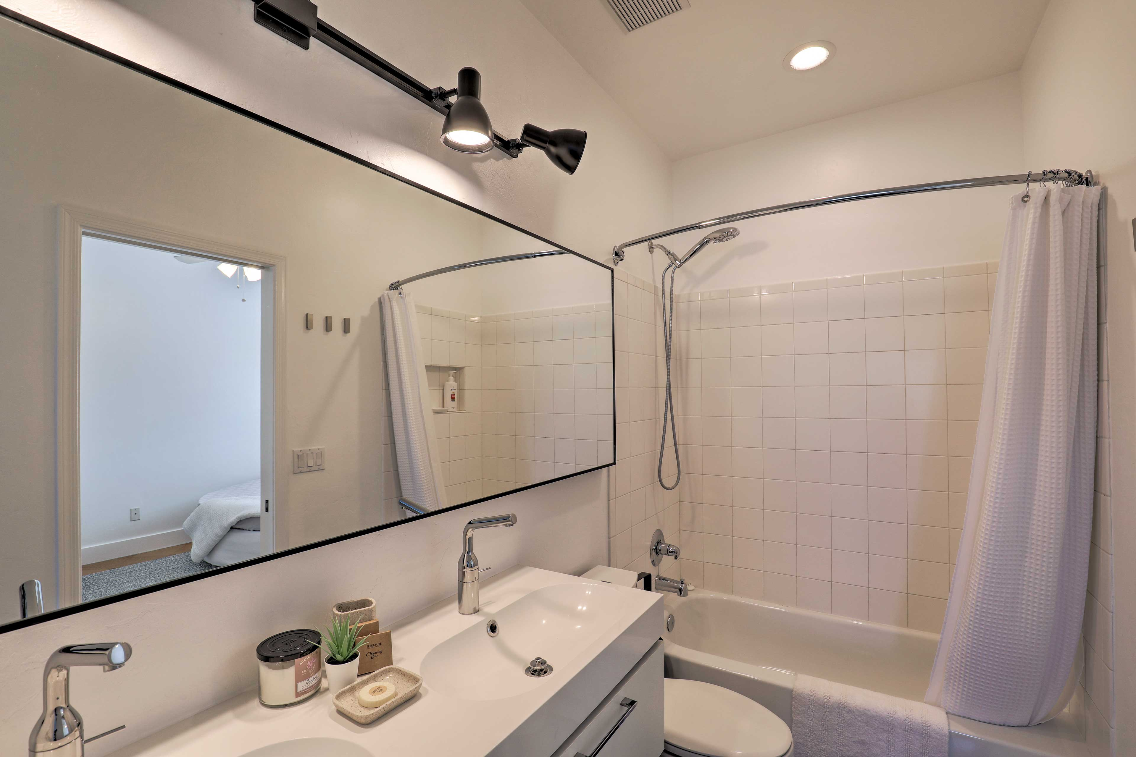 Double sinks and a shower/tub combo ensure that everybody will be happy.