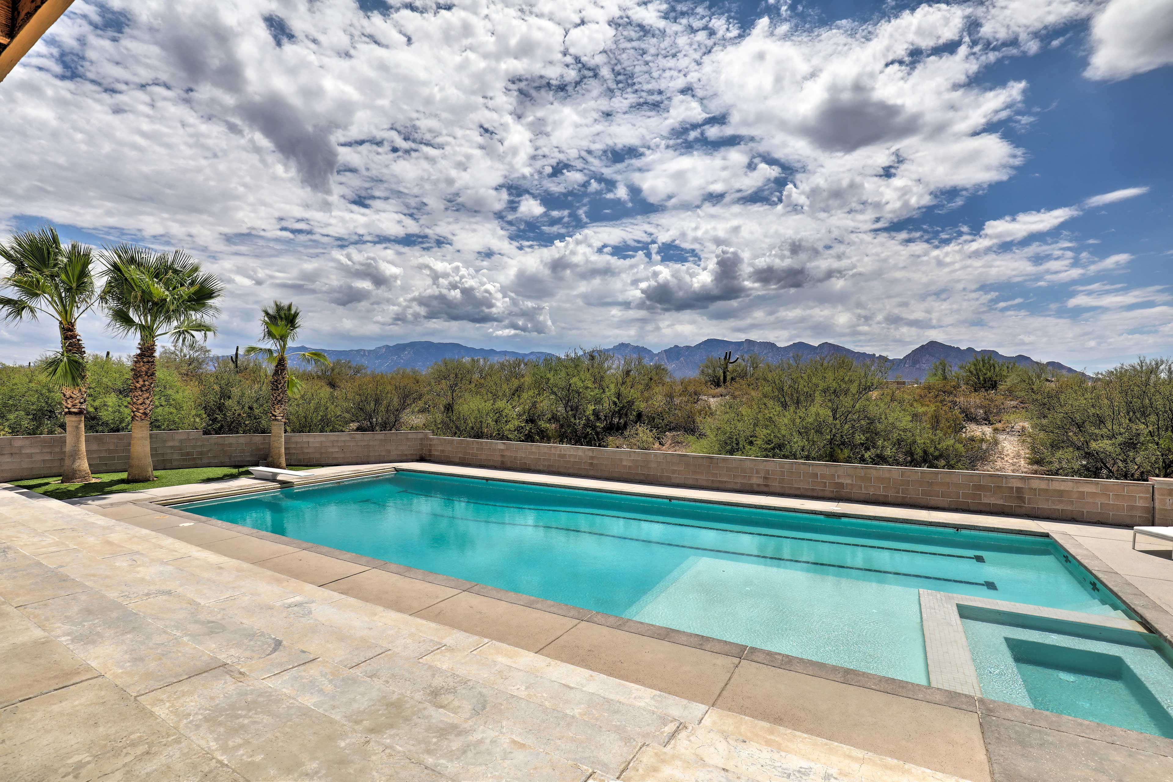 A pool with mountain views and privacy, the best.
