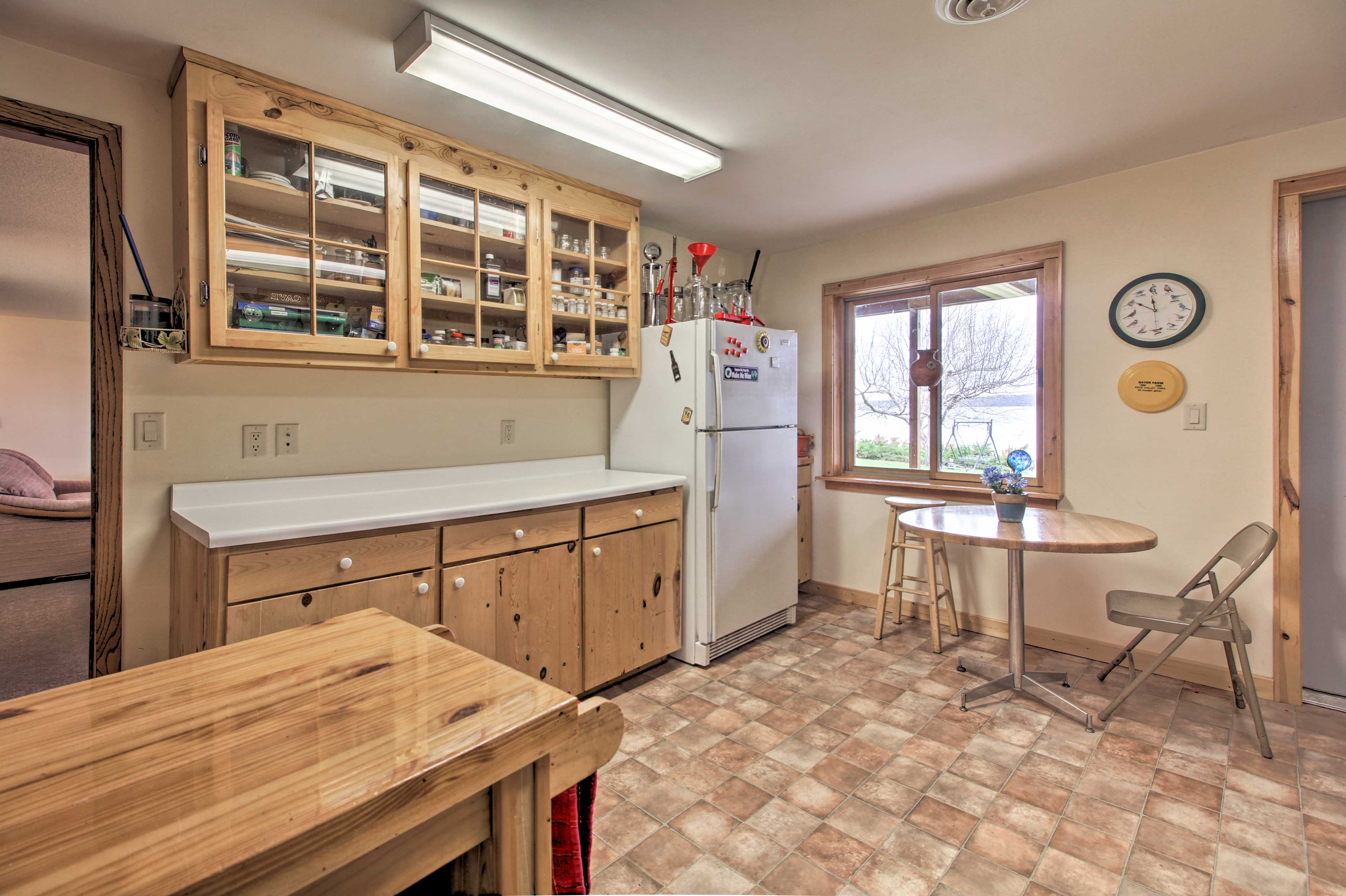 Top off fishing days with the fish-cleaning kitchen located downstairs!