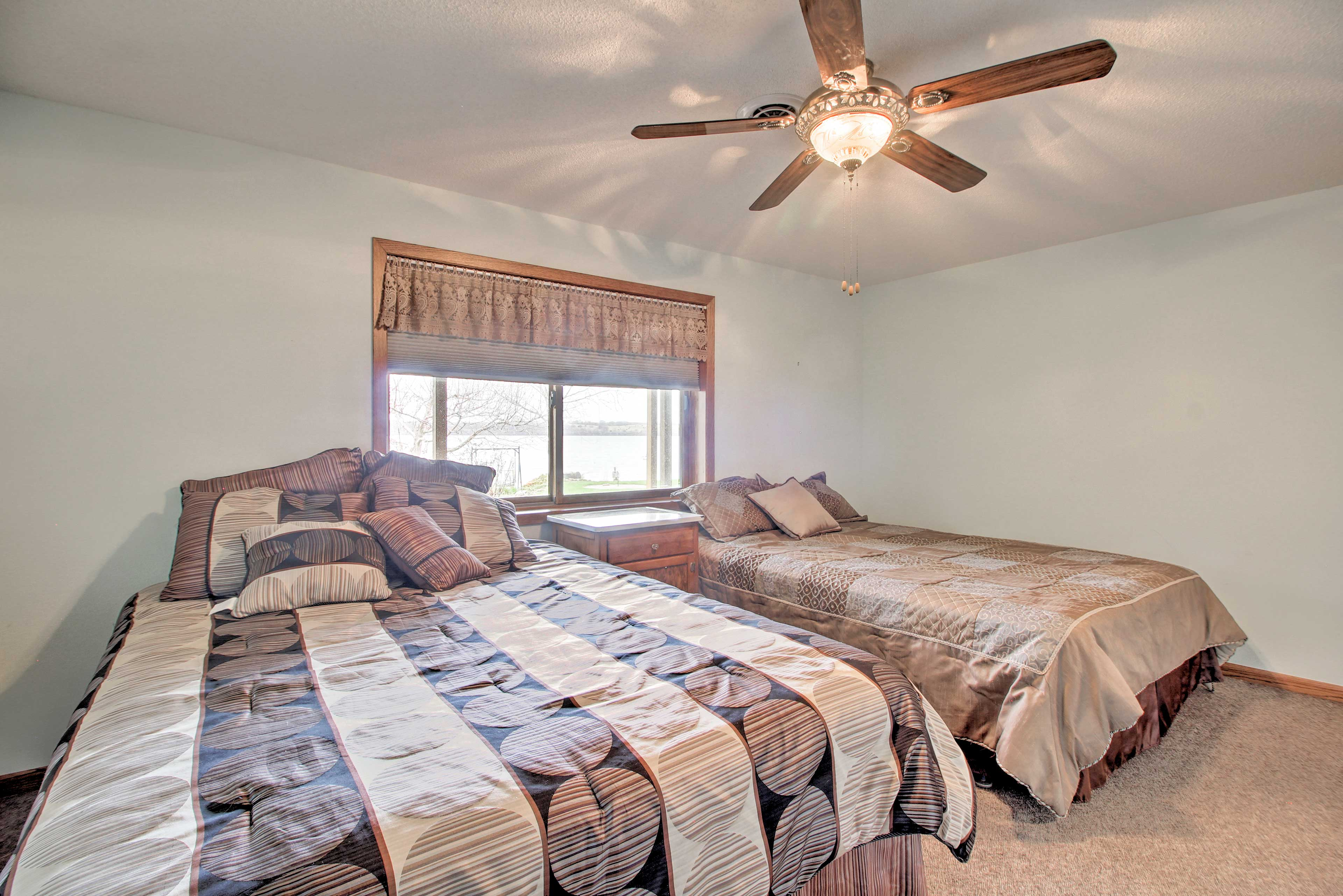 Up to 4 guests can stay in these 2 queen beds.