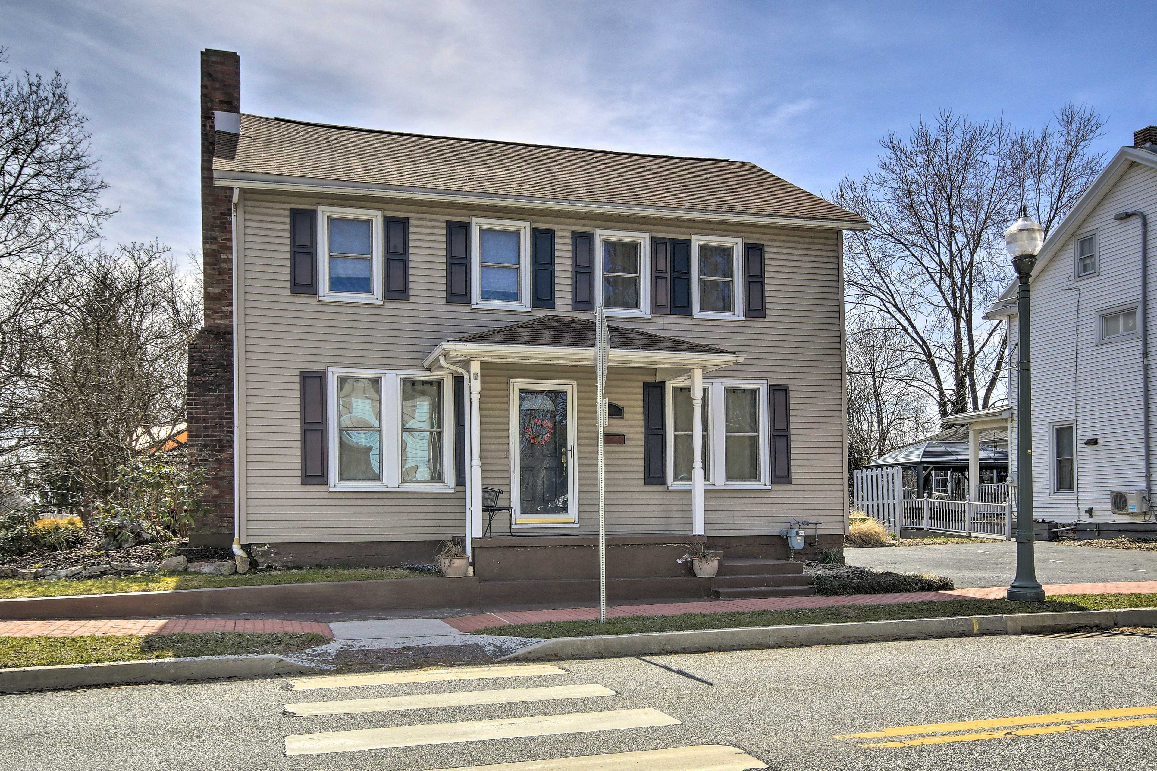 Welcome to your new home-away-from-home in the Linglestown community.