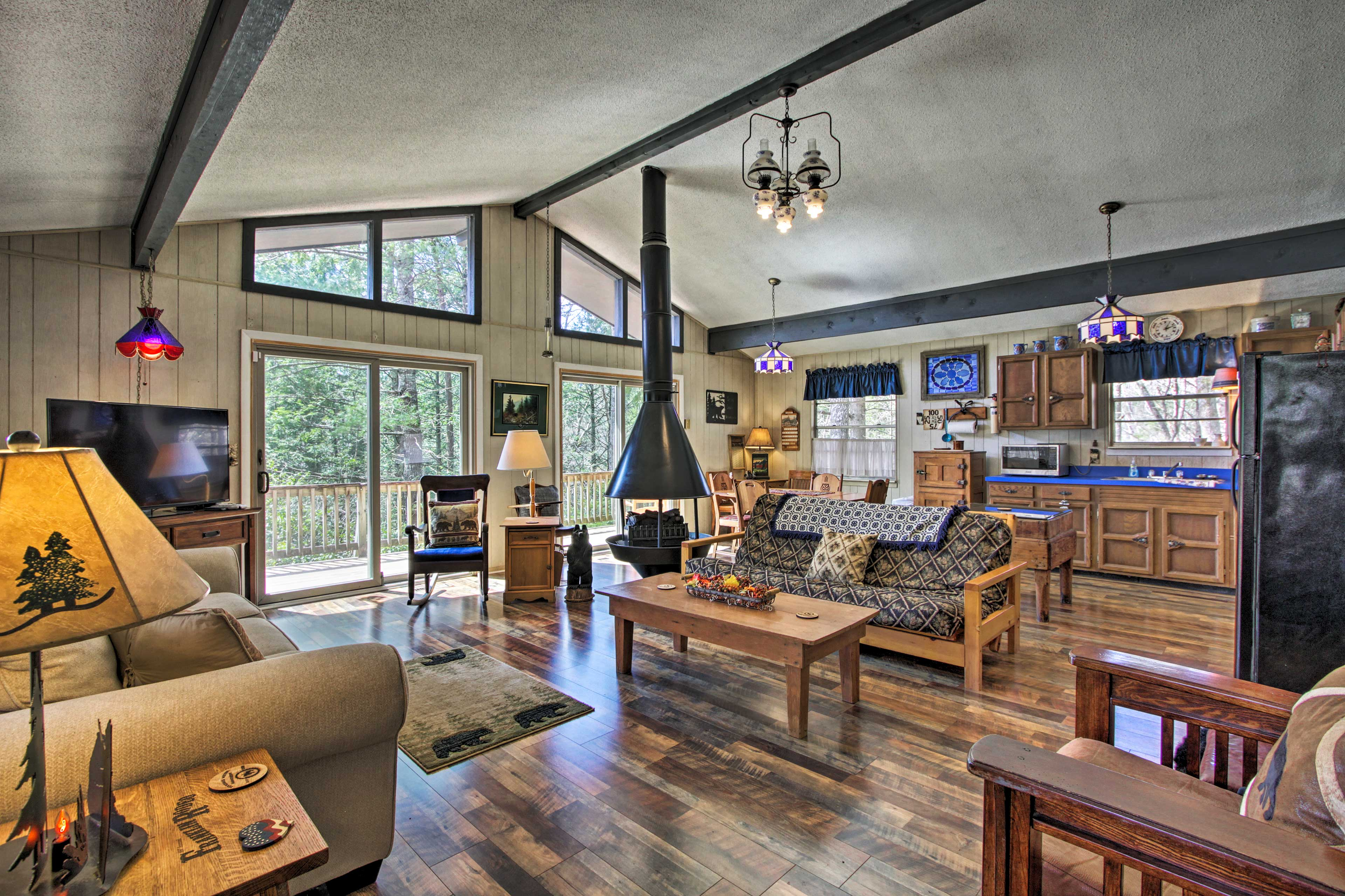 This Gatlinburg getaway has everything you'll need for a relaxing retreat.