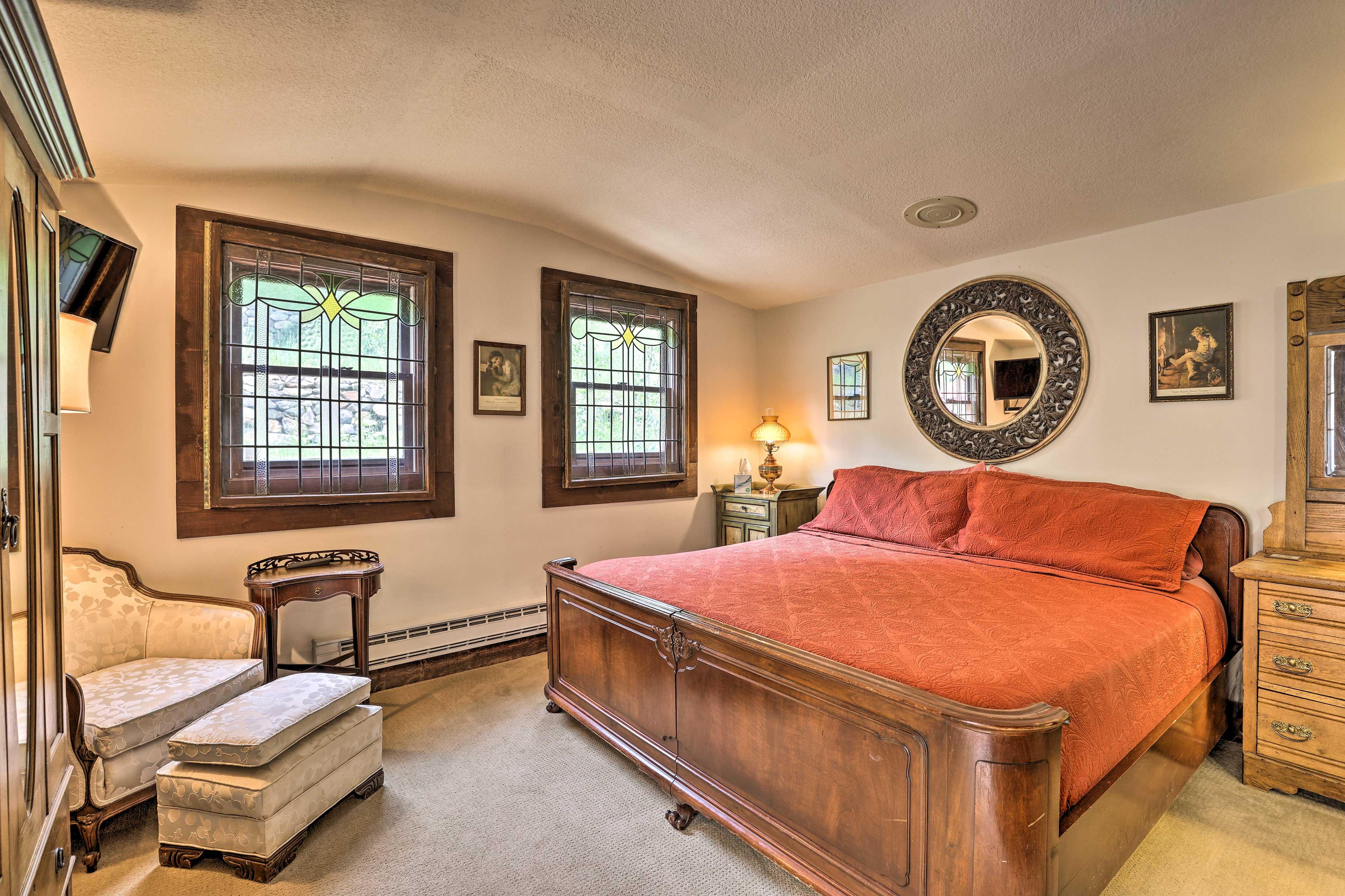 Bedroom 2   Tempur-Pedic King Bed