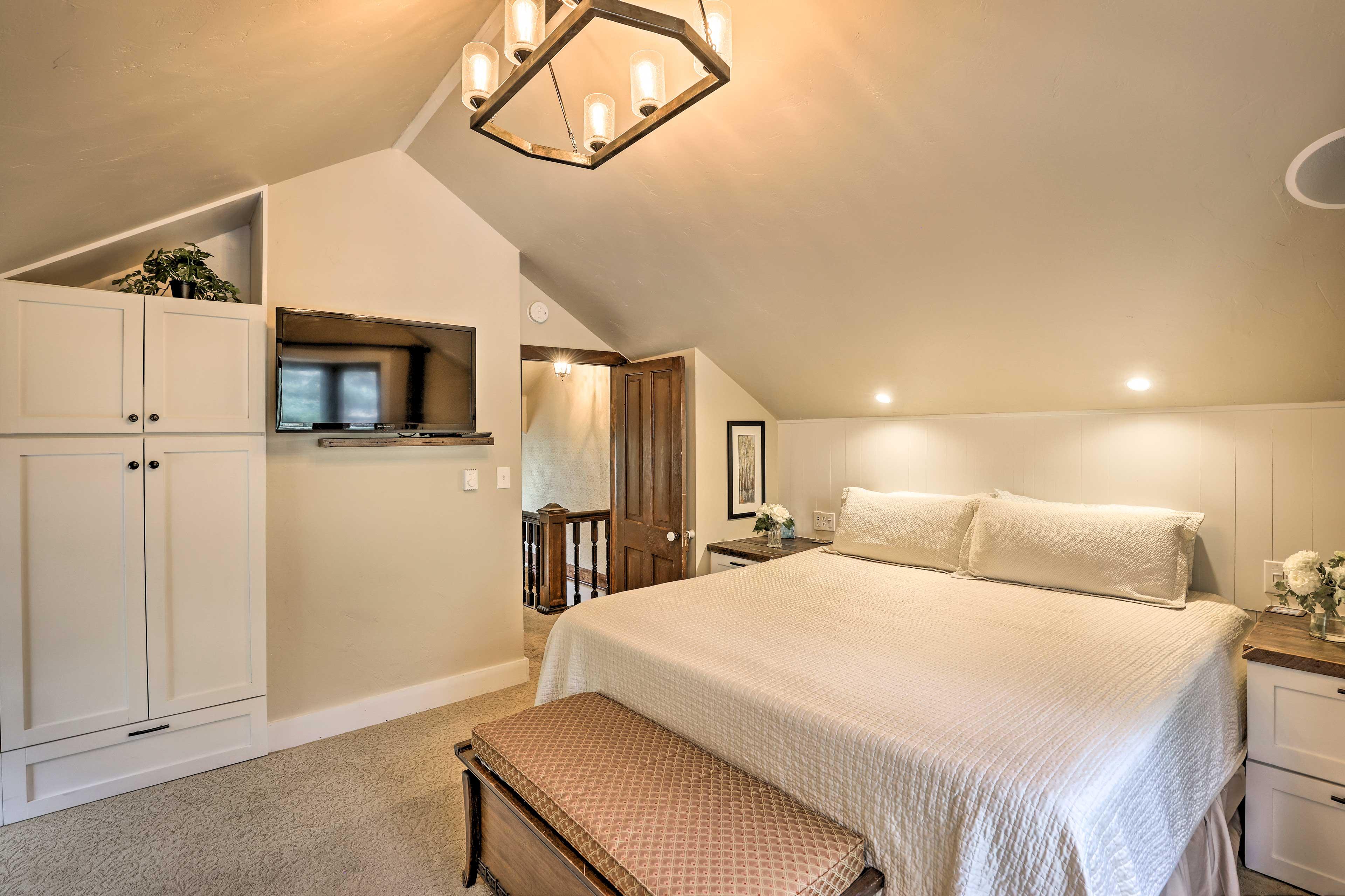 Bedroom 1   Flat-Screen TV