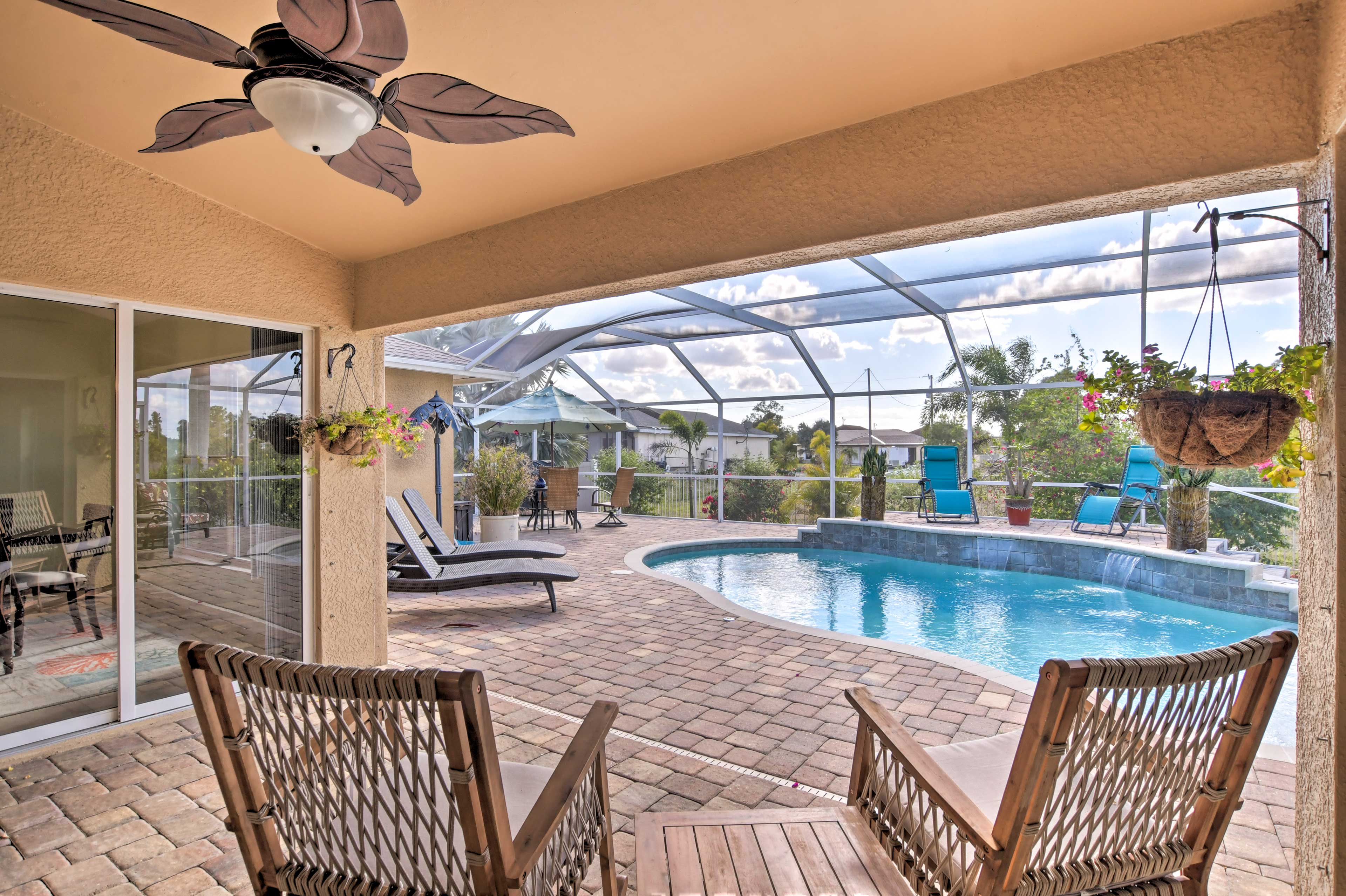 Sit back and relax while the kiddos splash around the pool.