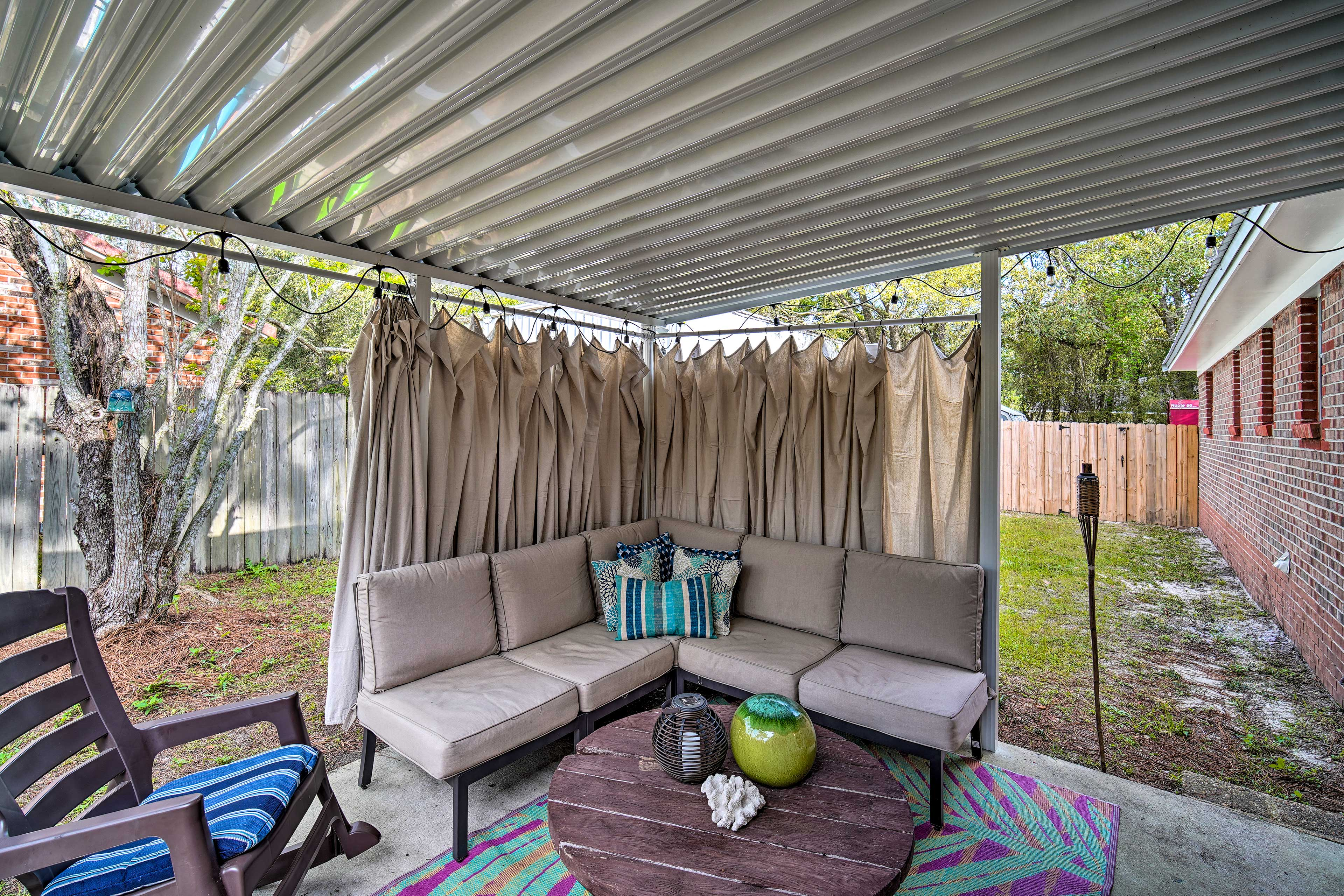 With a furnished patio, this Pensacola home can't be beat!