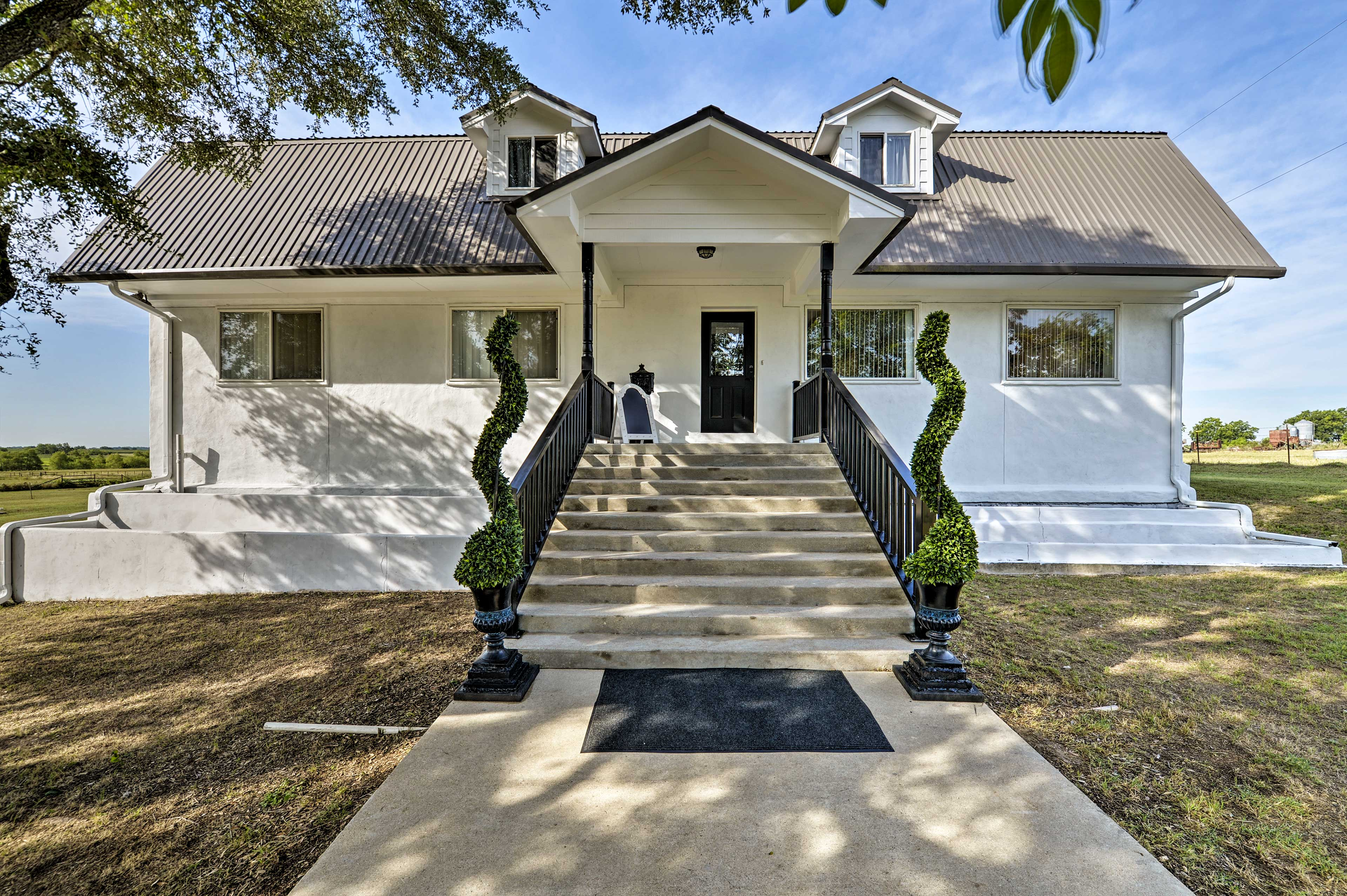This remodeled Temple vacation rental welcomes 14 on a Texas getaway.