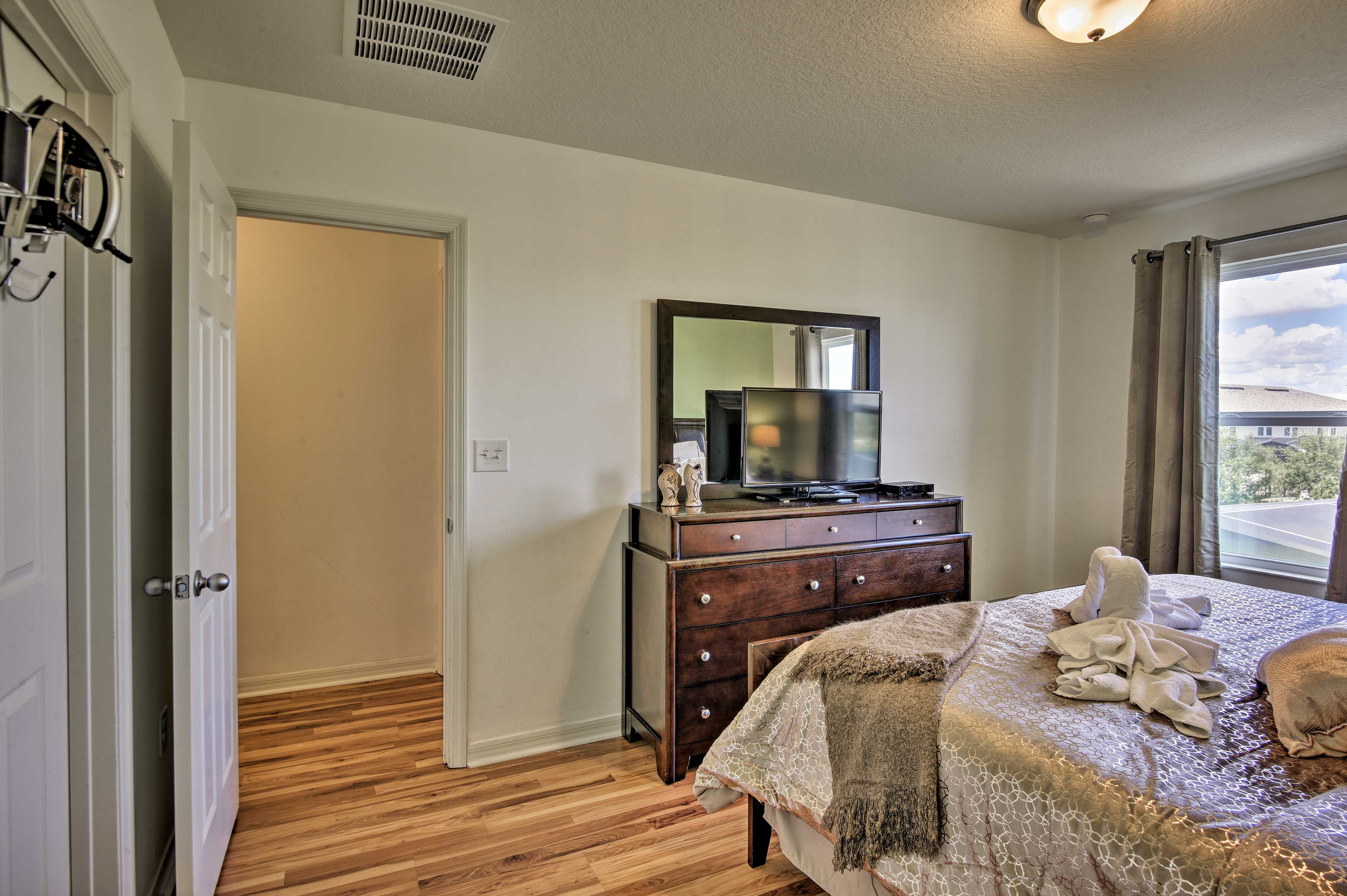 This room has a king bed and flat-screen TV.