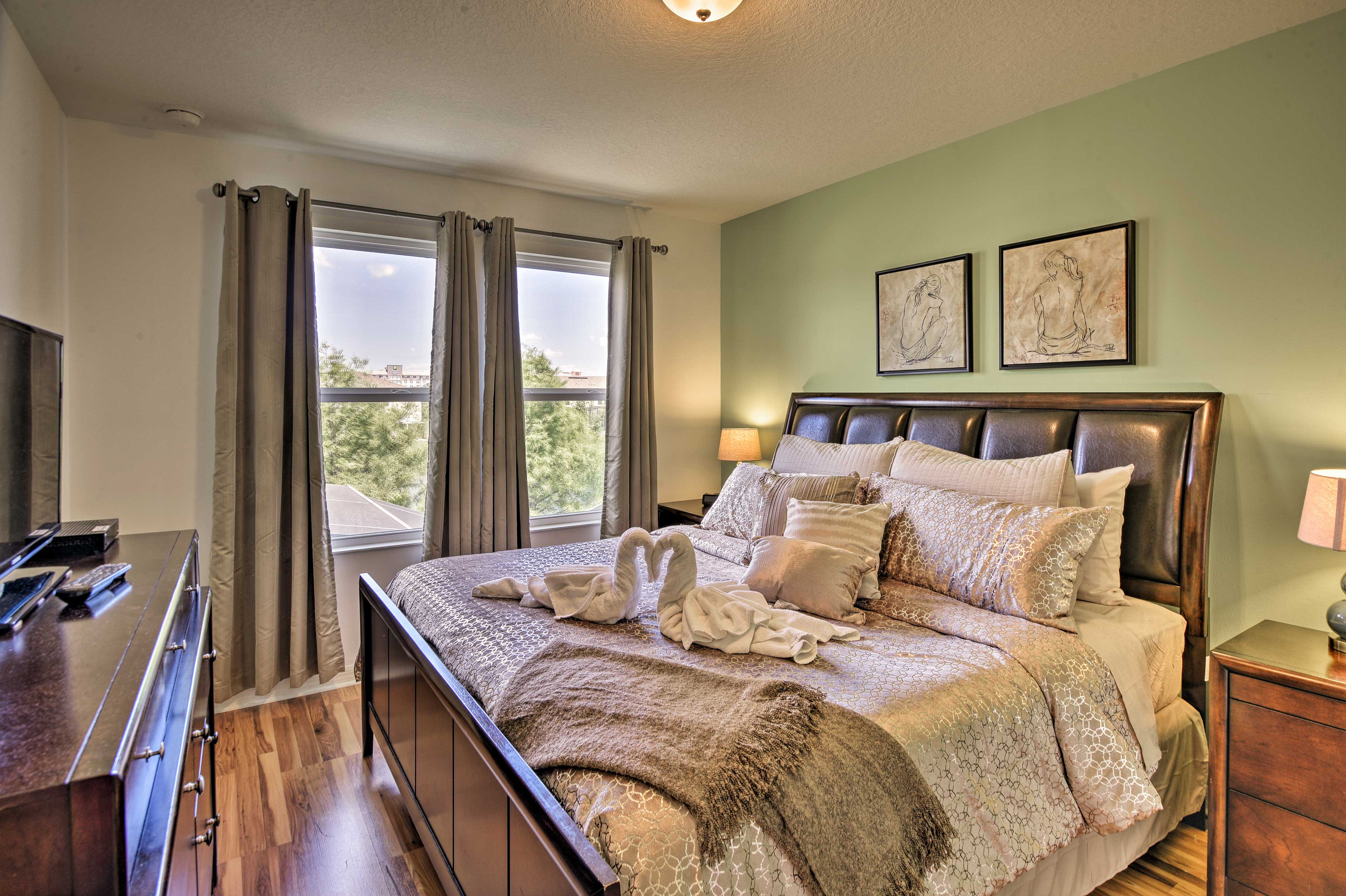 Two guests can claim the first master bedroom!