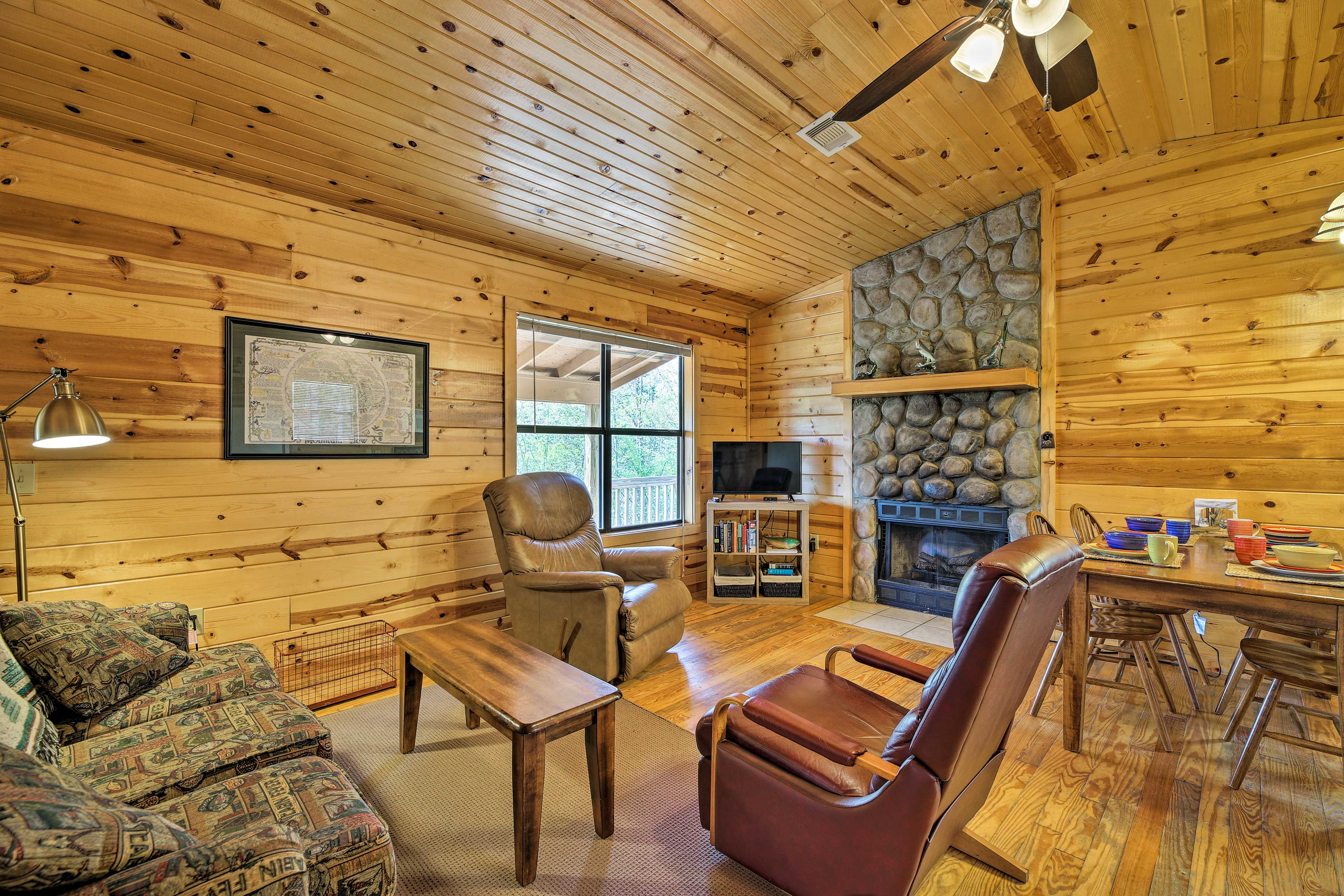 This vacation rental for 6 has 2 bedrooms and 1 bath.