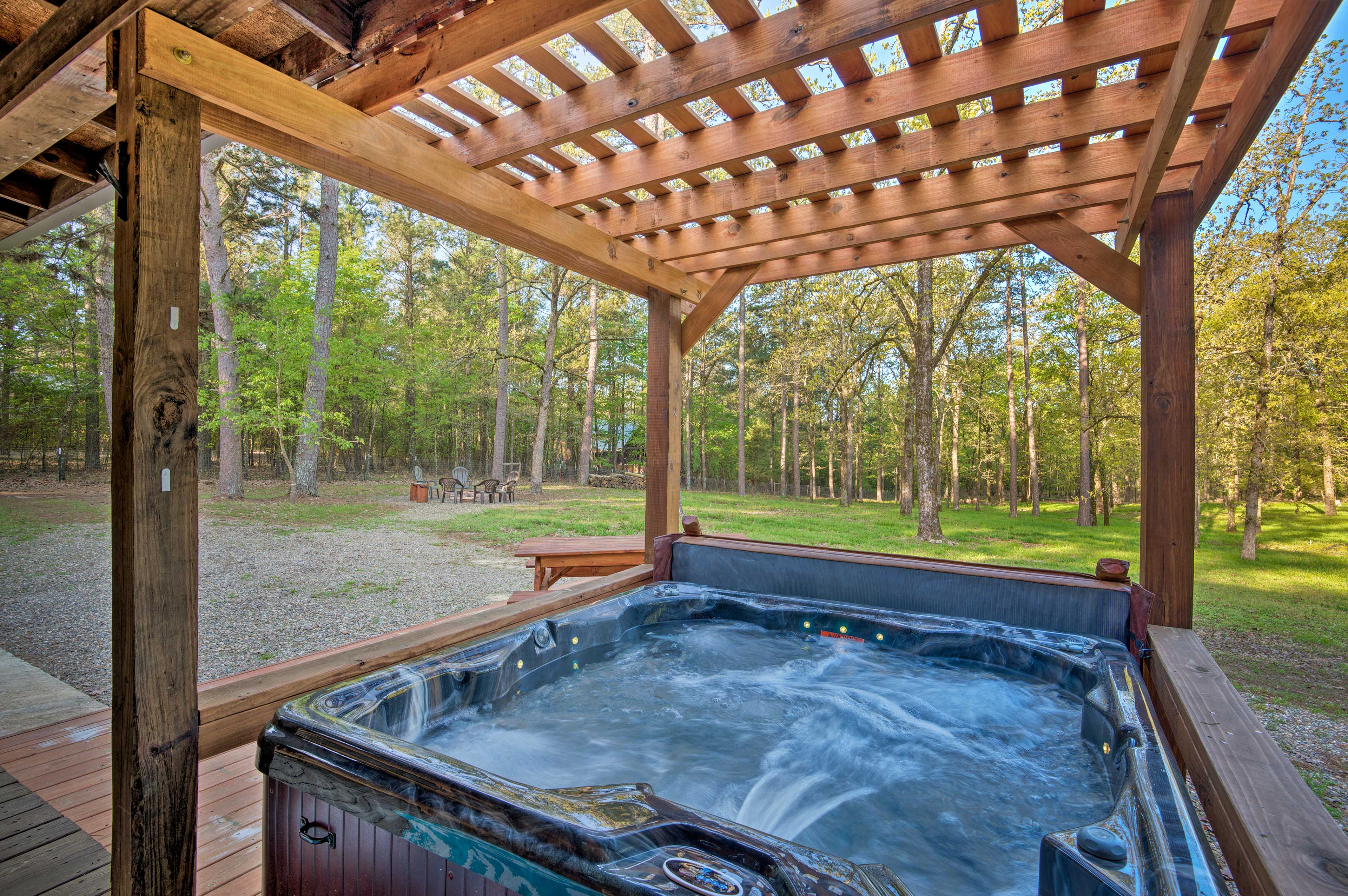 Retreat to this relaxing Broken Bow property located just minutes the lake!
