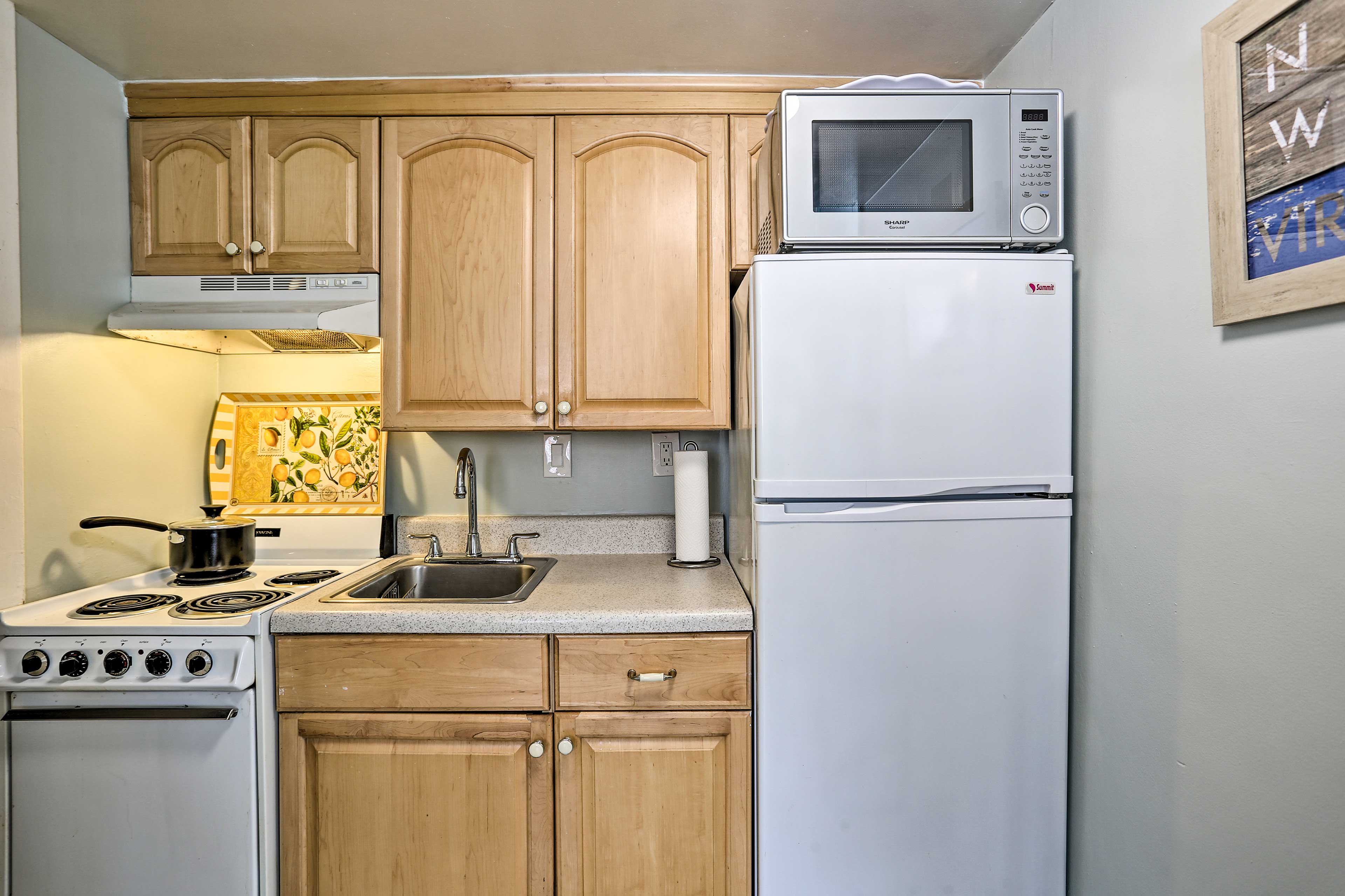 Find paper towels, trash bags, dish soap and other essentials when you arrive.