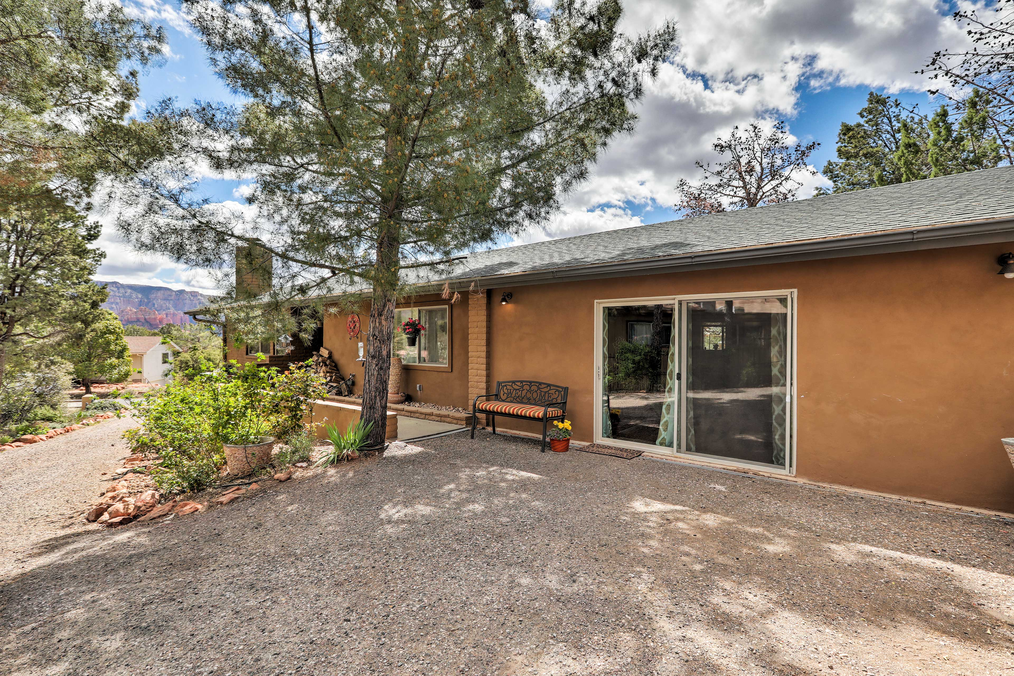 Enjoy views of & proximity to stunning red rock formations!