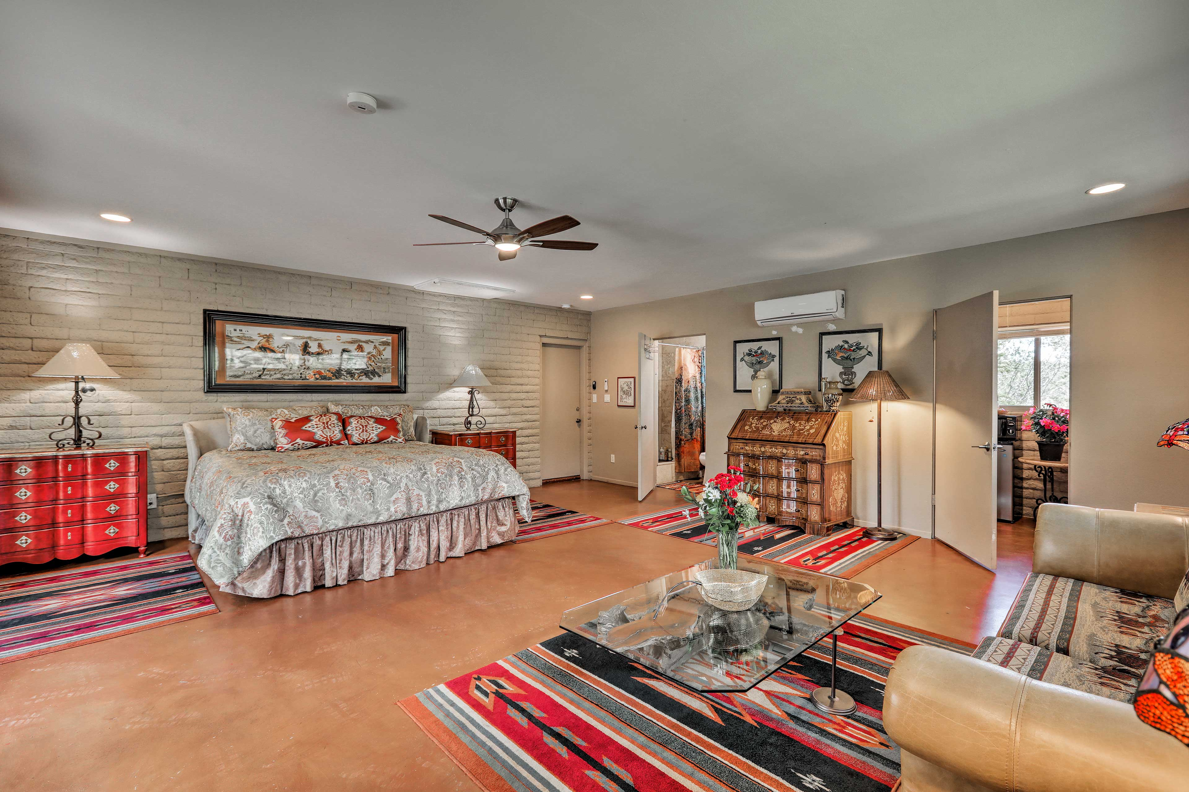 The 400-square-foot open-concept space has plenty enough room for the 2 of you.