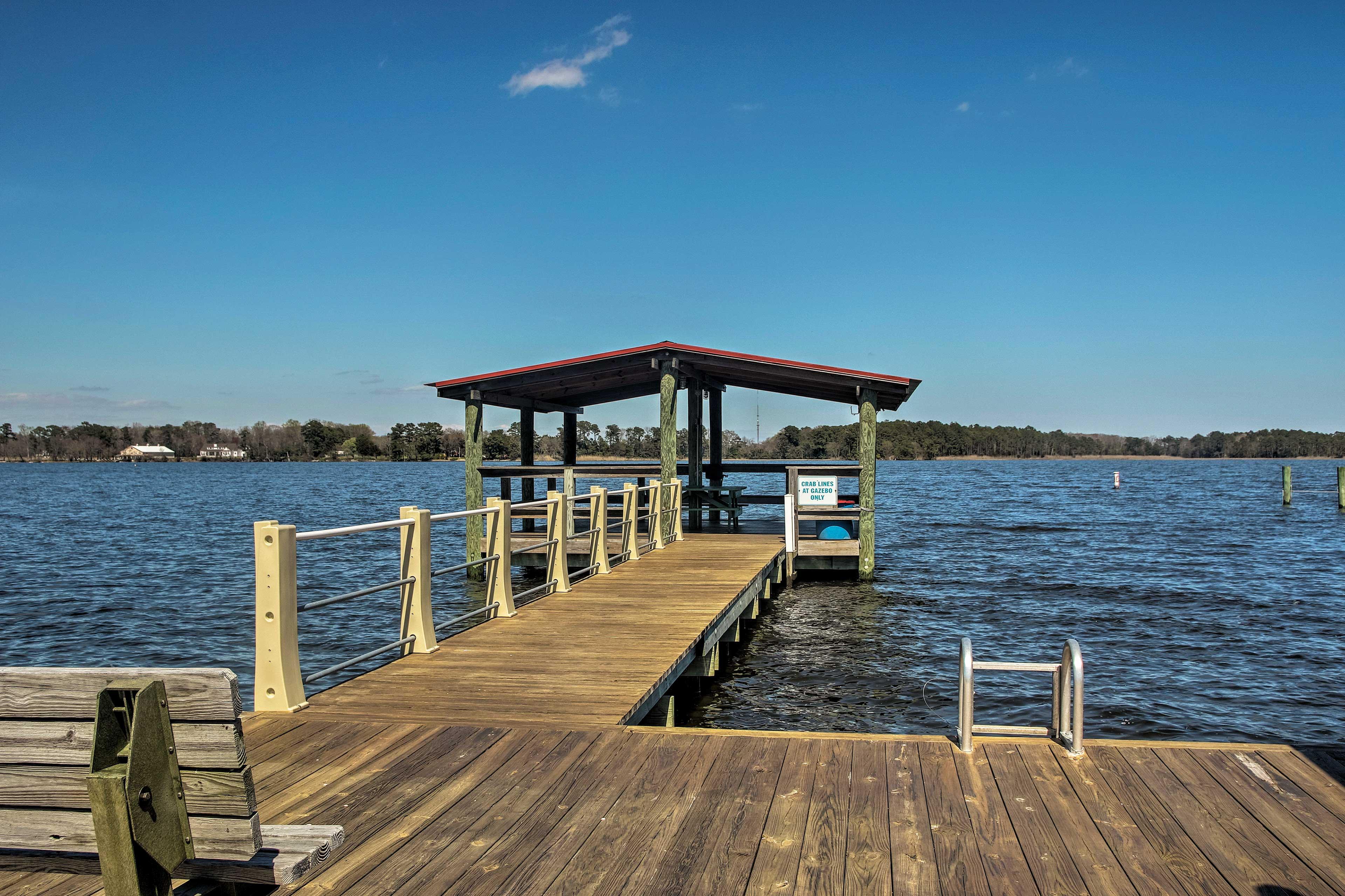 Enjoy a community pool, marina, picnic pavilion, playground & more!