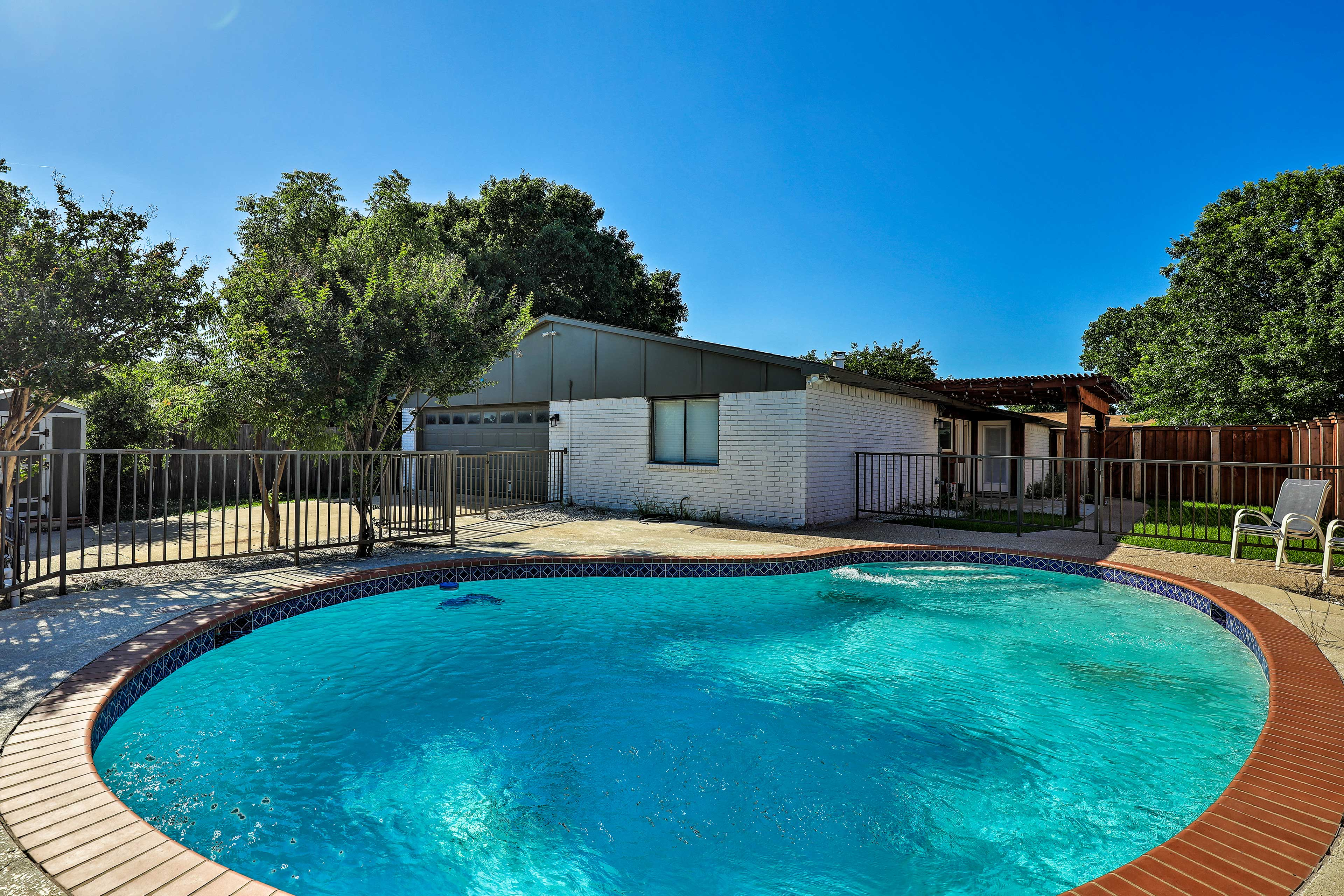 Dive into your next Dallas/Fort Worth metroplex with the private pool.