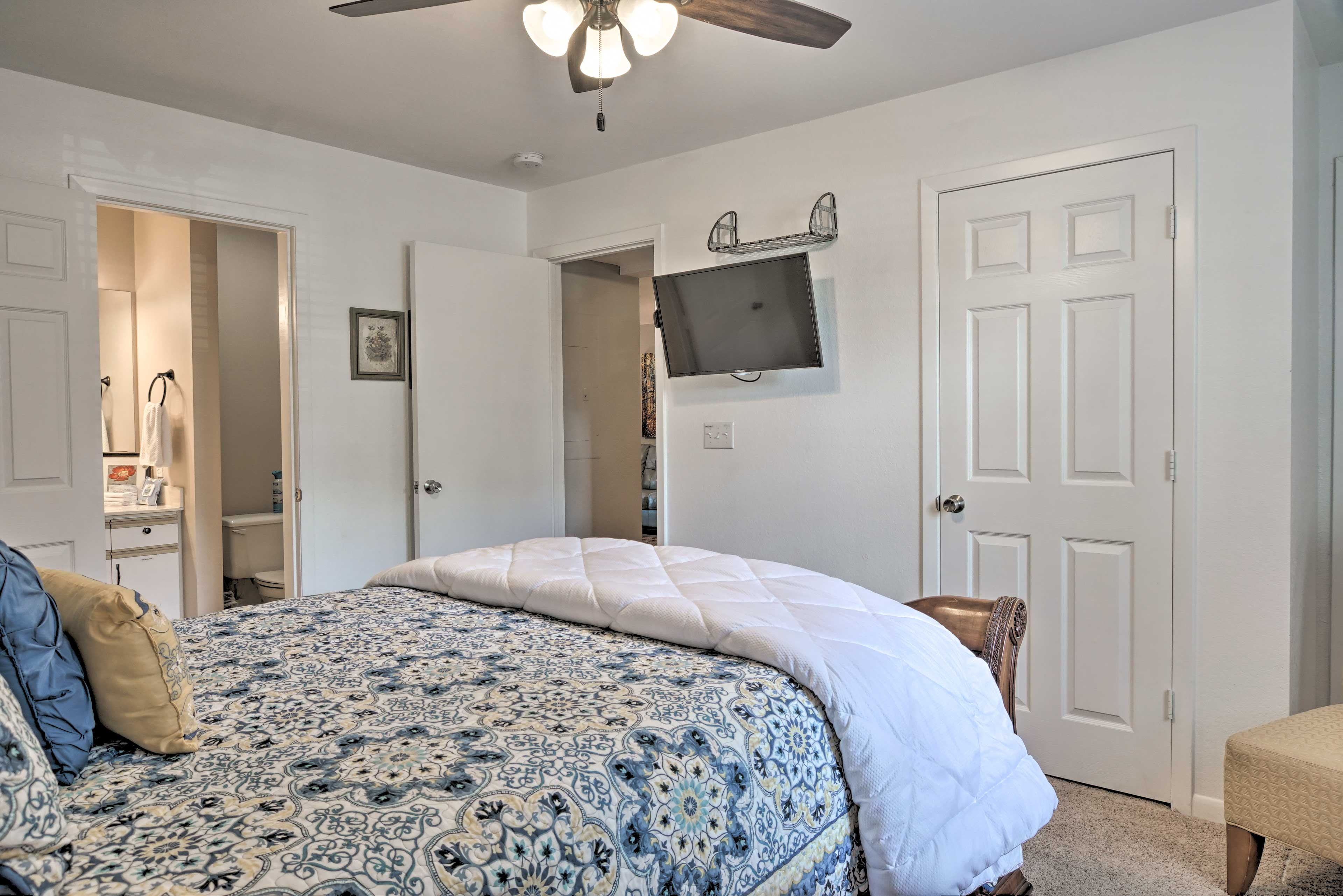 Both rooms have new bedding and a flat-screen TV!