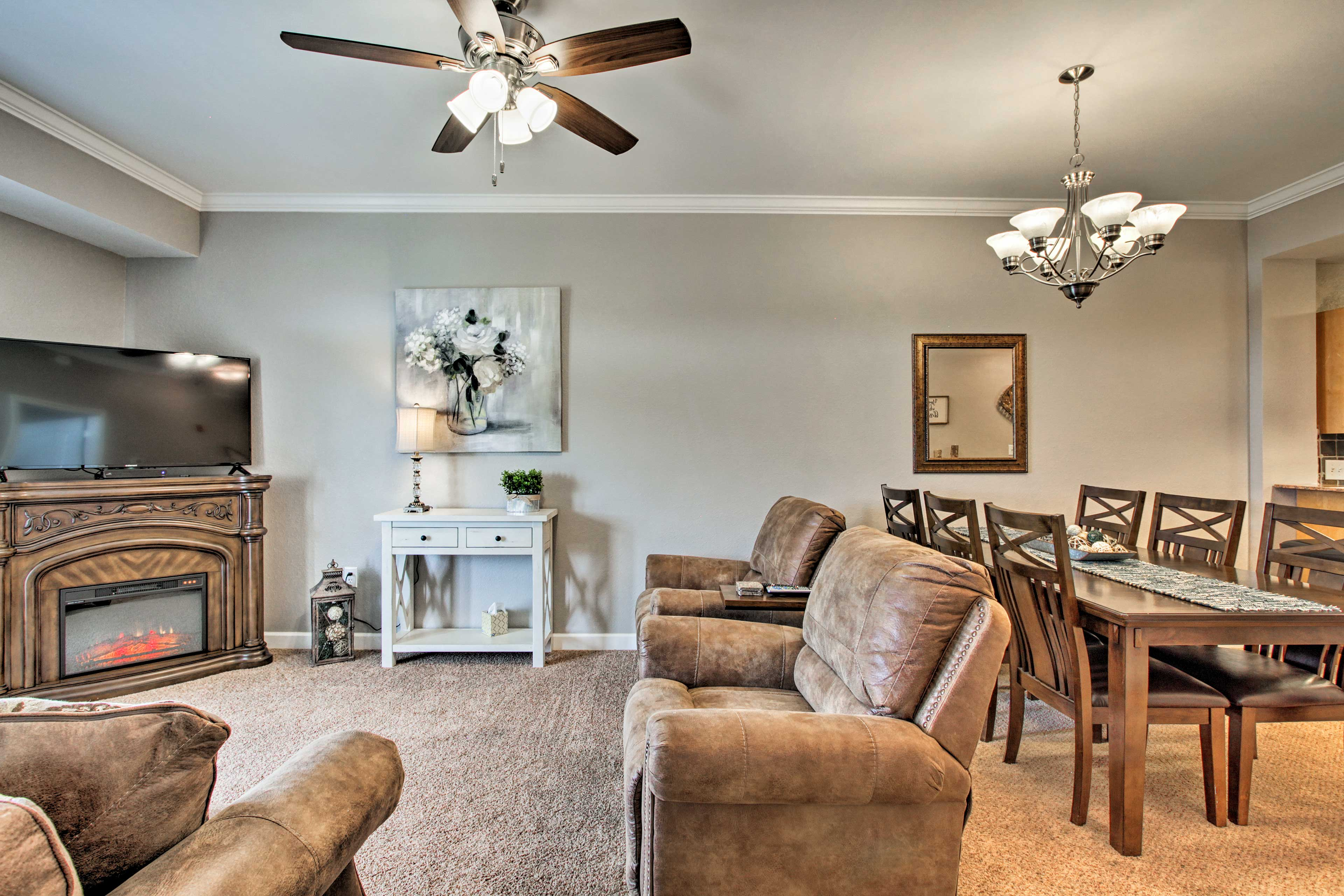Living Room | Cable TV | Electric Fireplace